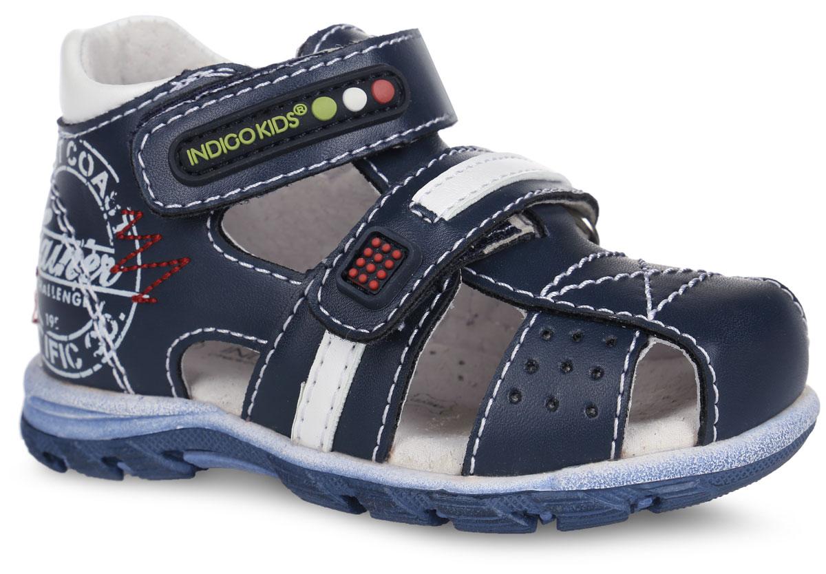 Сандалии для мальчика. 20-144A/1220-144A/12Стильные сандалии от Indigo Kids придутся по душе вашему мальчику! Модель выполнена из искусственной кожи и оформлена контрастной прострочкой, на ремешках - прорезиненными нашивками, на задней поверхности - модным принтом. Ремешки на застежках-липучках надежно фиксируют ножку ребенка, не давая ей смещаться из стороны в сторону и назад. Подкладка и стелька из натуральной кожи позволяют ножкам дышать. Стелька дополнена супинатором, который гарантирует правильное положение ноги ребенка при ходьбе, предотвращает плоскостопие. Подошва с рифлением обеспечивает идеальное сцепление с любой поверхностью. Удобные и модные сандалии - необходимая вещь в гардеробе каждого мальчика.
