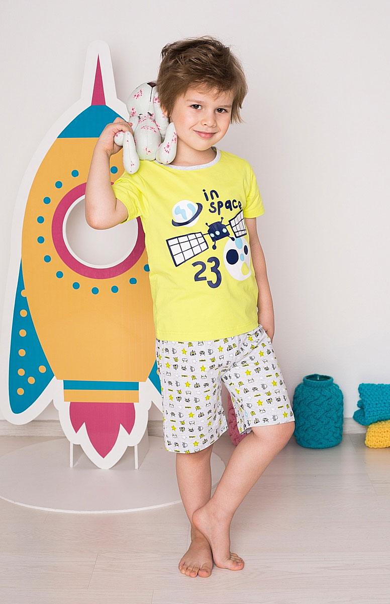 196162Комплект футболка и шорты для сна и дома. Шорты на поясе с внутренней резинкой и дополнительным хлопковым шнурком. Футболка украшена веселым принтом.