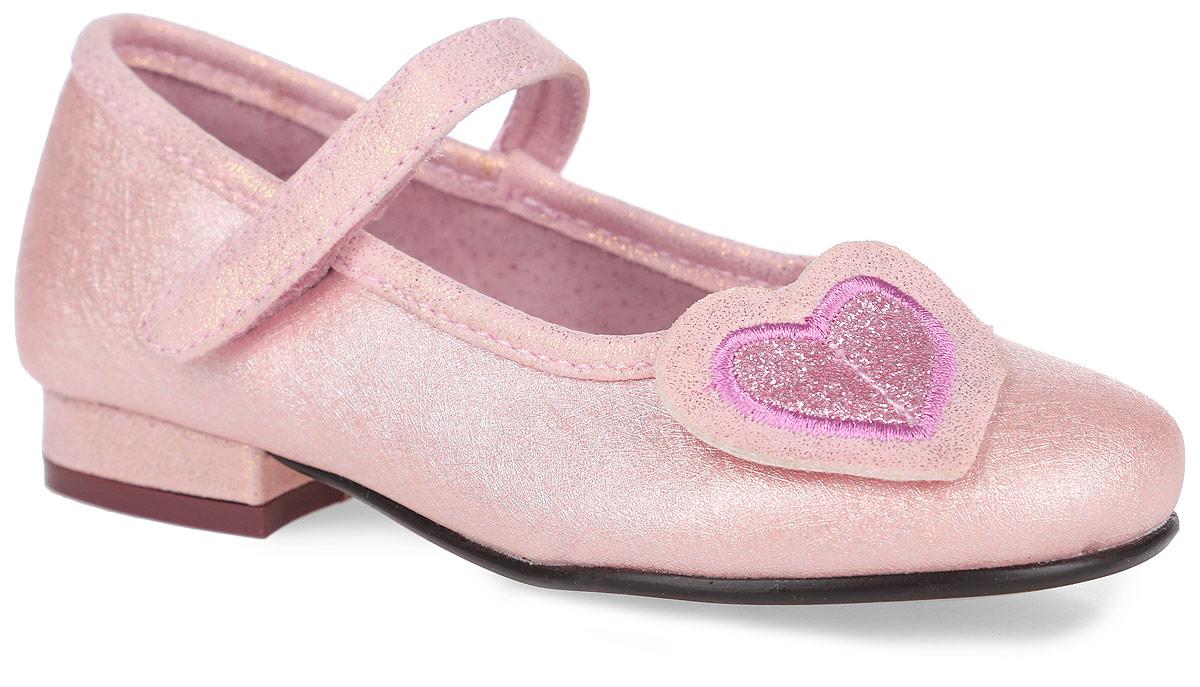 13-368Модные туфли от Аллигаша придутся по душе вашей маленькой моднице! Модель выполнена из искусственной кожи с блестящей поверхностью и оформлена абстрактным узором. Мыс декорирован аппликацией в виде сердечка. Ремешок на застежке-липучке гарантирует надежную фиксацию обуви на ноге. Стелька с супинатором, выполненная из натуральной кожи, обеспечивает правильное положение ноги ребенка при ходьбе, предотвращает плоскостопие. Рифленая поверхность каблука и подошвы защищает изделие от скольжения. Удобные туфли займут достойное место в гардеробе вашей девочки.