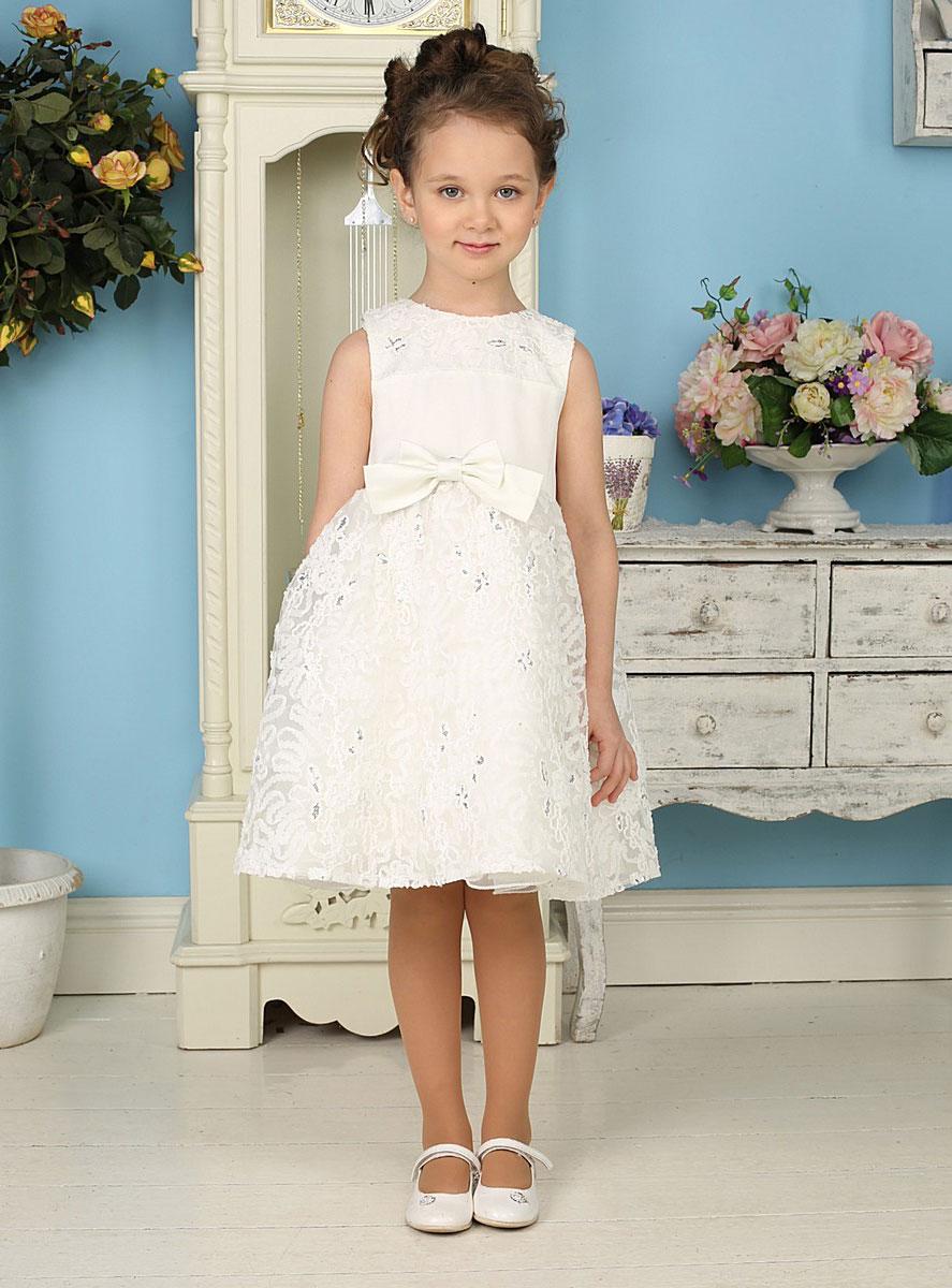 Платье185925Красивое платье для девочки Sweet Berry идеально подойдет вашей маленькой принцессе для праздничных мероприятий. Платье выполнено из полиэстера на подкладке из натурального хлопка, оно мягкое и приятное на ощупь, не сковывает движения и позволяет коже дышать, не раздражает даже самую нежную и чувствительную кожу ребенка, обеспечивая ему наибольший комфорт. Платье с круглым вырезом горловины на спинке застегивается на молнию, что помогает с легкостью переодеть ребенка. От линии талии заложены небольшие складочки, придающие изделию воздушность. Кокетка и верхняя часть пышной юбки дополнены мягкой микросеткой с фактурным кружевом. На подъюбнике предусмотрена оборка из микросетки. Спереди и сзади изделие декорировано атласными бантами. Модель расшита пайетками. Такое платье послужит отличным дополнением к детскому гардеробу. В нем ваша маленькая модница будет чувствовать себя комфортно, и всегда будет в центре внимания!