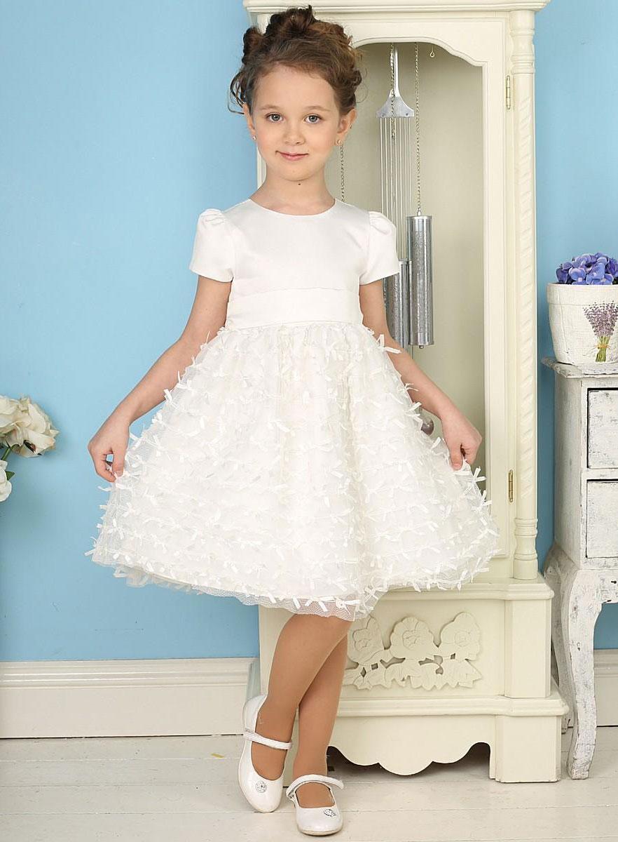 Платье для девочки. 185919/185918185918Красивое платье для девочки Sweet Berry идеально подойдет вашей маленькой принцессе для праздничных мероприятий. Платье выполнено из полиэстера на подкладке из натурального хлопка, оно мягкое и приятное на ощупь, не сковывает движения и позволяет коже дышать, не раздражает даже самую нежную и чувствительную кожу ребенка, обеспечивая ему наибольший комфорт. Платье с рукавами-крылышками и круглым вырезом горловины имеет слегка завышенную линию талии. На спинке модель застегивается на молнию, что помогает с легкостью переодеть ребенка, а также сзади на поясе завязывается на бант. От линии талии заложены складочки, придающие изделию пышность. Верхняя часть объемной юбки выполнена из мягкой микросетки, на которую настрочены маленькие атласные бантики. На подъюбнике предусмотрена оборка из микросетки. Очаровательное платье послужит отличным дополнением к детскому гардеробу. В нем ваша малышка будет чувствовать себя комфортно, и всегда будет в центре внимания!...