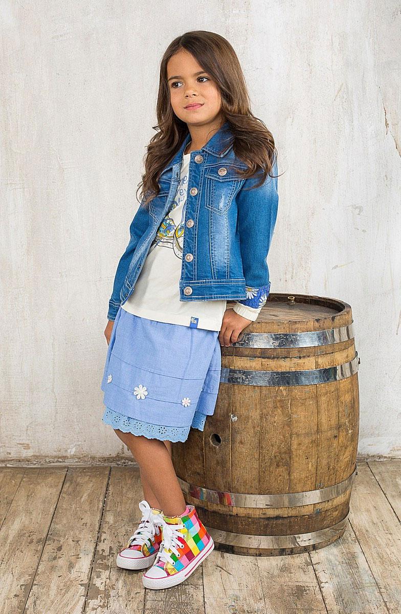 195588Яркая юбка для девочки Sweet Berry идеально подойдет вашей моднице и станет отличным дополнением к летнему гардеробу. Изготовленная из натурального хлопка, она мягкая и приятная на ощупь, не сковывает движения и позволяет коже дышать, не раздражает нежную кожу ребенка, обеспечивая наибольший комфорт. Пышная юбка на талии имеет широкую эластичную трикотажную резинку. Модель с легким меланжевым эффектом декорирована текстильным бантом на поясе и нашивками в виде ромашек с текстильными лепестками и жемчужным центром. В такой модной юбке ваша принцесса будет чувствовать себя комфортно, уютно и всегда будет в центре внимания!