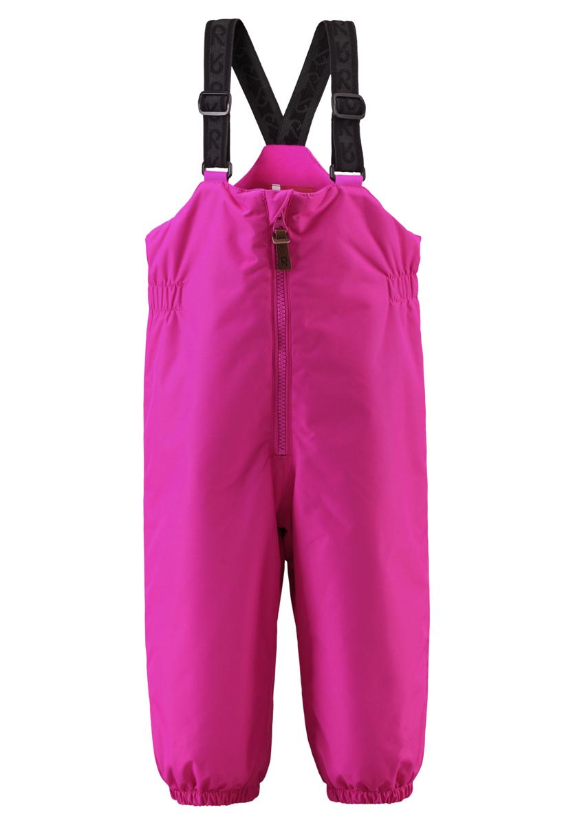 512076-4620Детский полукомбинезон со средней степенью утепления займет достойное место в гардеробе ребенка. Полукомбинезон изготовлен из водонепроницаемой и ветрозащитной мембранной ткани с утеплителем из полиэстера (140 гр). Благодаря специальной обработке полиуретаном поверхность изделия отталкивает грязь и воду, что облегчает поддержание аккуратного вида одежды. Дышащий материал хорошо пропускает воздух, обеспечивая комфорт при носке. Внешние швы изделия проклеены. Полукомбинезон застегиваются на ширинку на застежке-молнии. Модель оснащена эластичными наплечными лямками, регулируемыми по длине. Лямки пришиты к изделию и не отстегиваются. На талии предусмотрена широкая эластичная резинка, которая позволяет надежно заправить водолазку или свитер. На спинке есть специальная внутренняя нашивка, на которой можно написать имя ребенка. По бокам модель дополнена светоотражающими полосами. Комфортный, удобный и практичный полукомбинезон идеально подойдет для ...