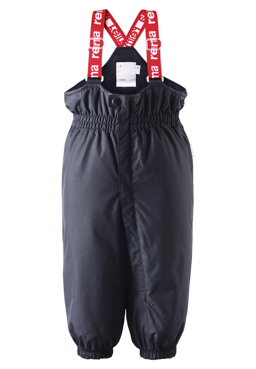 Брюки утепленные512082-4620В этих классических брюках малыши смогут играть на улице весь день, благодаря совершенно водо- и ветронепроницаемому материалу. Прочная ткань пропускает воздух, поэтому ребёнок не вспотеет. Благодаря тому, что все швы проклеены для водонепроницаемости, брюки отлично подходят для активных детей. Пояс с резинкой и регулируемые подтяжки гарантируют посадку по фигуре и комфорт. Благодаря утеплённой задней части брюк малыши не замерзнут катаясь на санках, а силиконовые штрипки удержат концы брючин при любом темпе игры. Собранные внизу брючины лучше держатся на ботинках, поэтому даже если взять их немножко на вырост, брюки не будут соскальзывать с обуви. Эти зимние мембранные брюки от Reimatec рекомендованы для всех видов зимнего отдыха! Водонепроницаемость: Waterpillar over 15 000 mm.