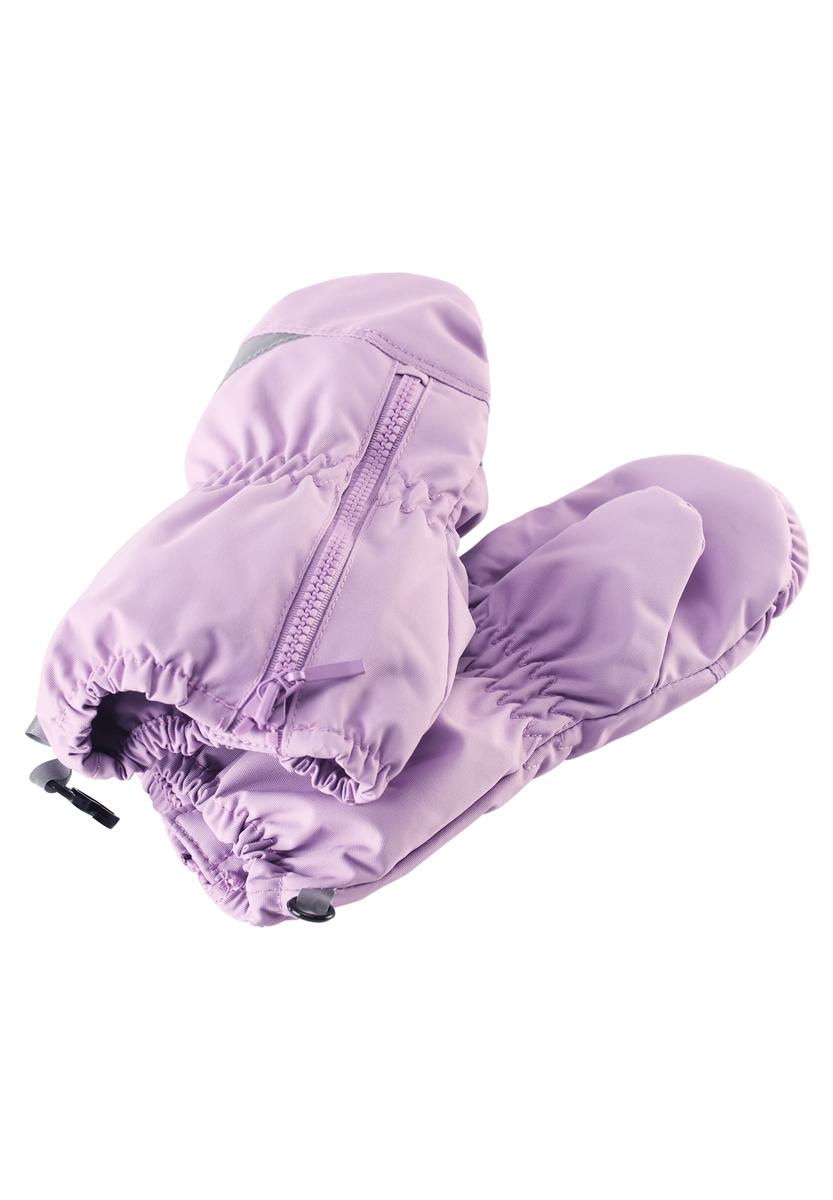 Варежки детские. 717691717691-3520Теплые варежки для мальчика Lassie by Reima идеально подойдут вашему малышу для прогулок в холодное время года. Изготовленные из непромокаемого материала, с подкладкой из полиэстера, они необычайно мягкие и приятные на ощупь, не сковывают движения и позволяют коже дышать, не раздражают нежную кожу ребенка, обеспечивая ему наибольший комфорт, хорошо сохраняют тепло. Варежки на теплой подкладке, дополнены длинными широкими манжетами, а также эластичной резинкой на запястье и по краю изделия. Варежки дополнены застежкой на молнии. Оригинальный дизайн и модная расцветка делают эти варежки модным и стильным предметом детского гардероба. В них ваш малыш будет чувствовать себя уютно и комфортно и всегда будет в центре внимания!