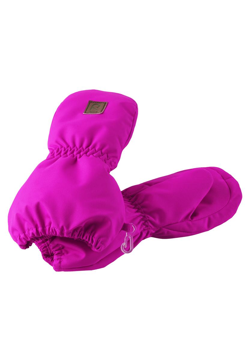 Варежки детские Huiske. 517124517124_2840Детские варежки Reima Huiske, изготовленные из мембранной ткани с водо- и ветрозащитным покрытием, станут идеальным вариантом для холодной погоды. Теплая мягкая подкладка выполнена из полиэстера и шерсти с добавлением акрила и полиамида. В качестве утеплителя используется полиэстер, который хорошо удерживает тепло. Ветронепроницаемый, но дышащий материал вместе с утеплителем и теплой подкладкой из шерсти позволяет держать пальчики в тепле, не давая им вспотеть. Край варежек и запястья присборены на эластичные резинки, препятствующие попаданию снега. Внешняя сторона модели оформлена небольшой декоративной нашивкой с названием бренда. Высокая степень утепления. Идеально при температурах от -10°С до -30°С.