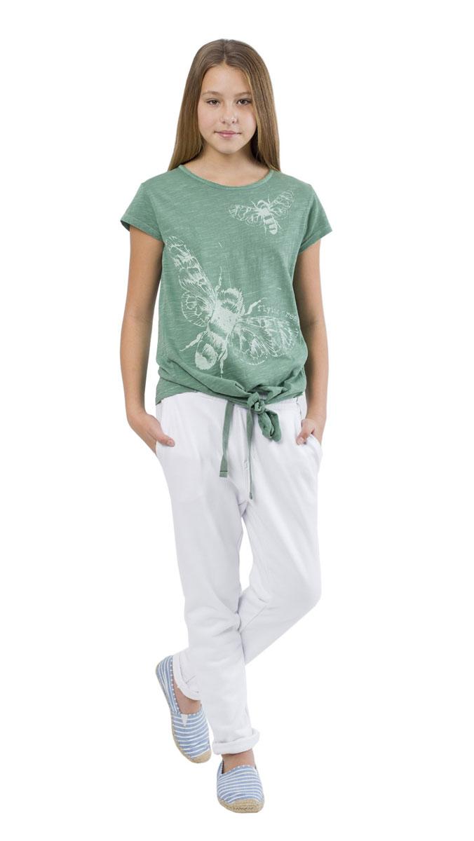 Футболка для девочки Цикада. 11609GTC120511609GTC1205Модная футболка для девочки Gulliver Цикада станет отличным дополнением к детскому гардеробу. Модель выполнена из мягкого фактурного хлопка, очень приятная на ощупь, не сковывает движения и позволяет коже дышать, обеспечивая наибольший комфорт. При изготовление данной футболки использовалась технология специального модного крашения Garment Dye. Футболка свободного кроя с круглым вырезом горловины и короткими рукавами оформлена оригинальным принтом и надписью. Спереди футболка завязывается на декоративный узел, придающий модели свободу и непринужденность. Изделие дополнено сзади небольшой нашивкой с названием бренда. Дизайн и расцветка делают эту футболку стильным предметом детской одежды, она прекрасно дополнит любые шорты, брюки, юбку, создав отличный современный образ.