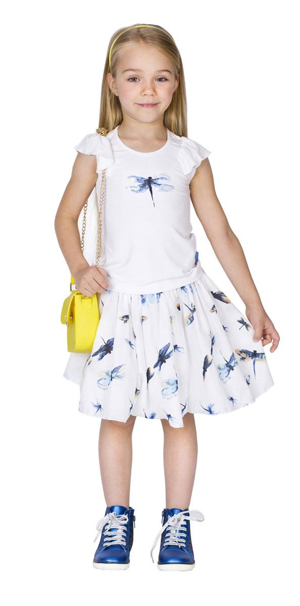 Майка11602GMC1205Стильная майка для девочки Gulliver Голубая стрекоза идеально подойдет вашей малышке. Изготовленная из эластичного материала, она необычайно мягкая и приятная на ощупь, не раздражает даже самую нежную и чувствительную кожу ребенка, обеспечивая наибольший комфорт. Модель с круглым вырезом горловины и рукавами-крылышками спереди оформлена принтом в виде стрекозы, декорированной пайетками. На спинке понизу изделие дополнено широкой оборкой на резинке. Задняя часть майки удлинена. Оригинальный современный дизайн делает эту майку модным и стильным предметом детского гардероба. Майка гарантирует красивую комфортную посадку на фигуре, а также свежесть, легкость и романтичность образа.