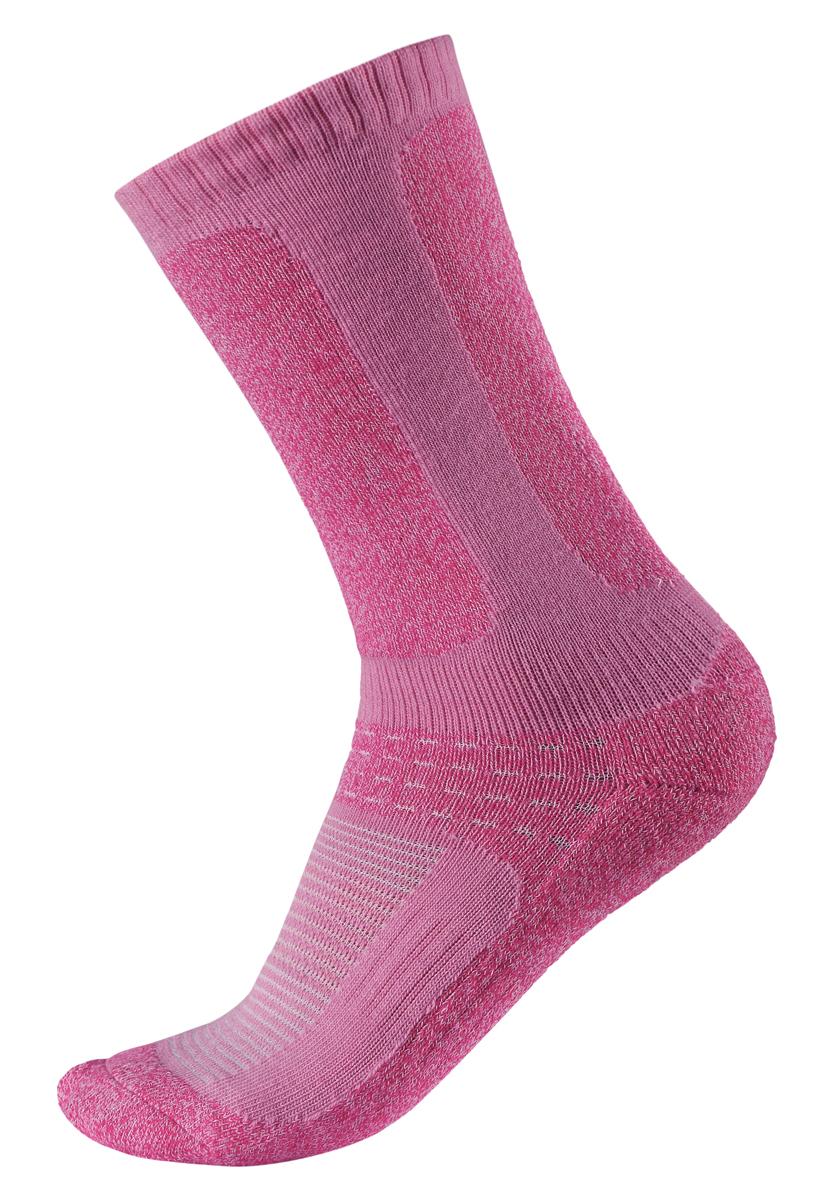Носки527242-5000Функциональные детские носки из смеси COOLMAX/мериносовой шерсти хорошо пропускают воздух и выводят влагу, поэтому ножки остаются сухими и теплыми во время активного отдыха! В верхней части и на щиколотке носки немного тоньше, поэтому они отлично подходят под лыжные ботинки и позволяют ногам дышать. На пятках, подошвах и пальцах имеются усиления. Несколько восхитительных модных расцветок – выбирай любую!