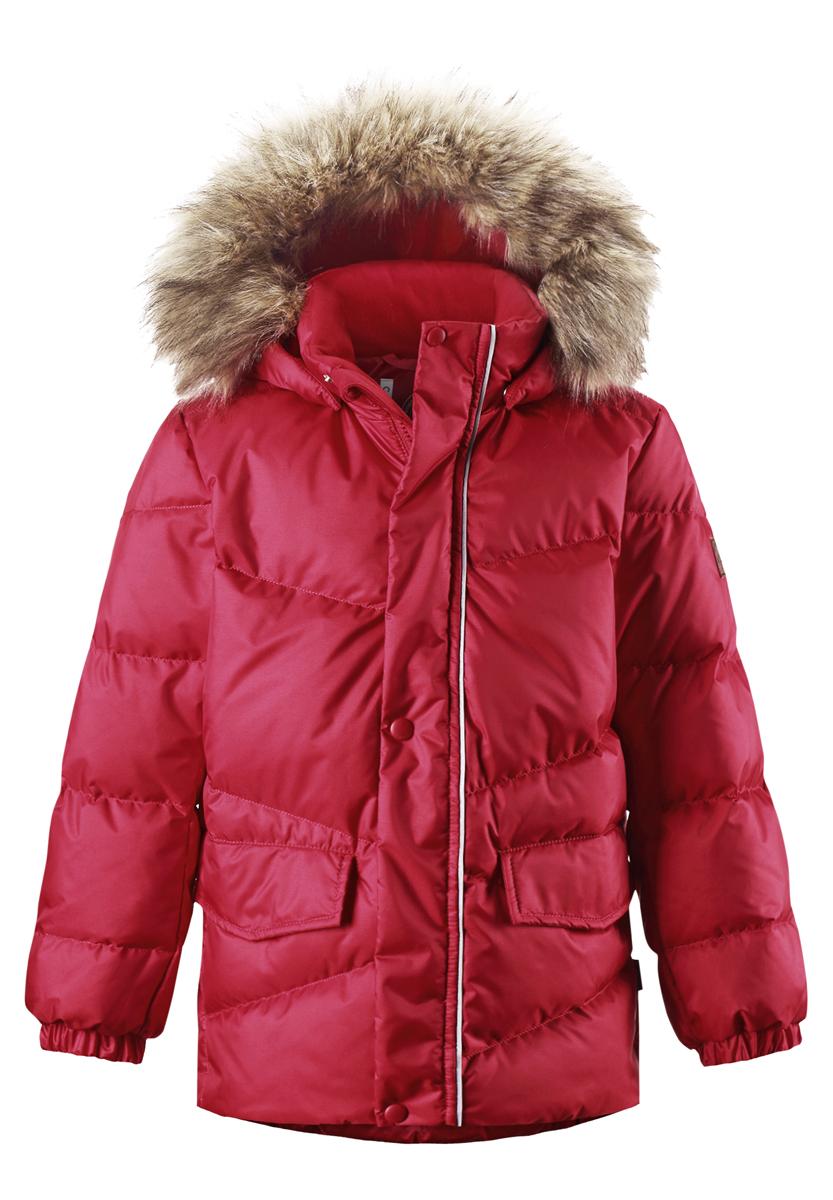 Куртка детская Pause. 531229531229_3830Куртка Reima Pause с высокой степенью утепления идеально подойдет ребенку в холодную погоду. Куртка изготовлена из водонепроницаемой и ветрозащитной мембранной ткани с утеплителем из пуха и пера. Материал отличается высокой устойчивостью к трению, а благодаря специальной обработке поверхность изделия отталкивает грязь и воду, что облегчает поддержание аккуратного вида одежды. Дышащее покрытие обеспечивает дополнительный комфорт. Куртка с воротником-стойкой и съемным капюшоном застегивается на пластиковую молнию с защитой подбородка и дополнительно имеет ветрозащитную планку на застежках-кнопках. Капюшон декорирован съемной опушкой из искусственного меха. На воротнике и капюшоне предусмотрена мягкая подкладка для большего удобства. На рукавах имеются эластичные манжеты. Спереди расположены два прорезных кармана с клапанами на липучках. По низу изделия проходит регулируемый эластичный шнурок со стопперами. Куртка дополнена светоотражающими элементами для...