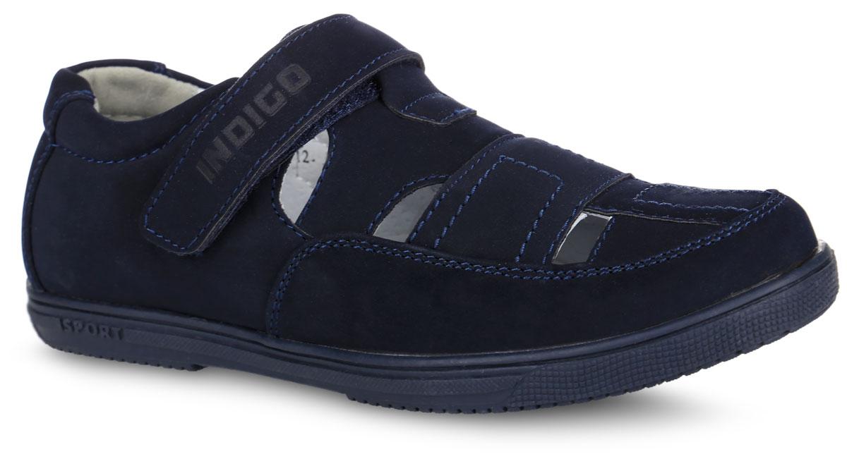Полуботинки для мальчика. 40-034A/1240-034A/12Стильные полуботинки от Indigo Kids займут достойное место среди коллекции обуви вашего мальчика. Модель выполнена из искусственной кожи. Отверстия в передней части модели обеспечивают естественную вентиляцию. Ремешок с застежкой-липучкой, оформленный фирменным тиснением, надежно зафиксирует обувь на ноге. Внутренняя поверхность из натуральной кожи и стелька из материала ЭВА с поверхностью из натуральной кожи обеспечат ногам комфорт и уют. Стелька дополнена супинатором с перфорацией, который обеспечивает правильное положение стопы ребенка при ходьбе и предотвращает плоскостопие. Подошва с рифлением обеспечивает отличное сцепление с любой поверхностью. Трендовые полуботинки придутся по душе вашему мальчику.