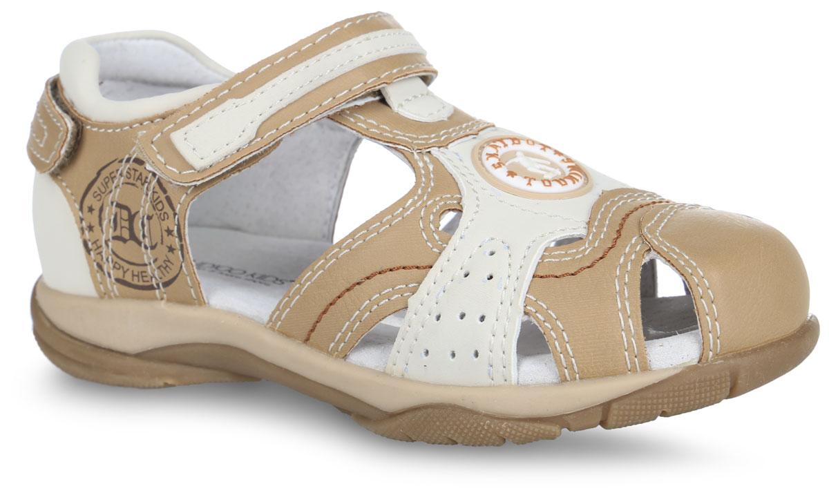 Сандалии для мальчика. 20-0820C/1220-0820C/12Модные сандалии от Indigo Kids придутся по душе вашему мальчику. Модель, выполненная из искусственной кожи, оформлена контрастной прострочкой, по бокам - перфорацией, на заднике - декоративным ремешком с застежкой-липучкой, сбоку - фирменным принтом, спереди - декоративной нашивкой из ПВХ. Ремешок с застежкой-липучкой обеспечивает надежную фиксацию модели на ноге. Внутренняя поверхность и стелька из натуральной кожи обеспечат комфорт. Стелька дополнена супинатором с перфорацией, который обеспечивает правильное положение стопы ребенка при ходьбе и предотвращает плоскостопие. Подошва с рифлением гарантирует отличное сцепление с любой поверхностью. Стильные сандалии - незаменимая вещь в гардеробе каждого мальчика!