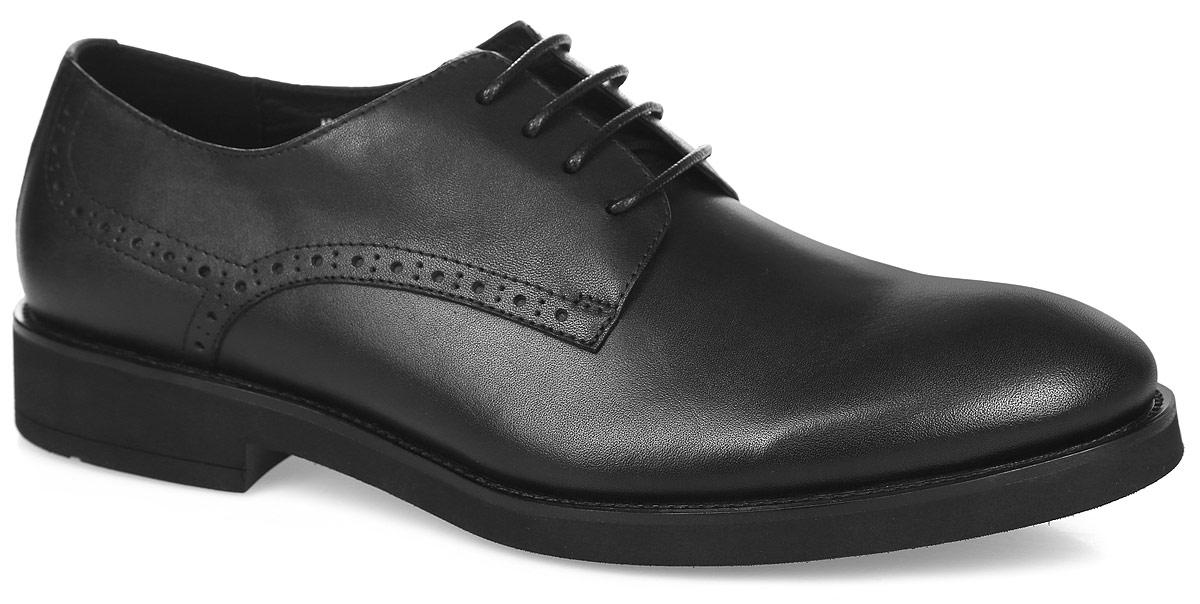 Туфли мужские. M23508M23508Стильные мужские туфли от Vitacci придутся вам по душе. Модель изготовлена из натуральной кожи и оформлена по бокам декоративной перфорацией. Подъем дополнен шнуровкой, которая надежно зафиксирует обувь на вашей ноге. Подкладка из натуральной кожи обеспечивает дополнительный комфорт и предотвращает натирание. Стелька из натуральной кожи позволит ногам дышать. Рифление на подошве гарантирует идеальное сцепление с любой поверхностью. Стильные туфли - необходимая вещь в гардеробе каждого мужчины.