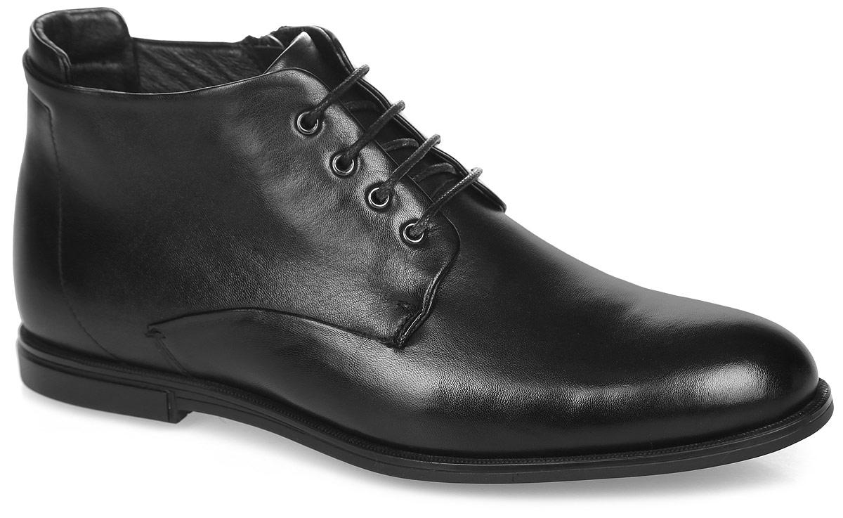 Ботинки мужские. M25154M25154Стильные мужские ботинки от Vitacci покорят вас с первого взгляда! Модель выполнена из натуральной кожи. Классическая шнуровка обеспечивает надежную фиксацию обуви на ноге. Боковая застежка-молния позволяет легко снимать и надевать модель. Подкладка из ворсина и стелька из материала ЭВА с поверхностью из ворсина не дадут ногам замерзнуть. Внутренняя сторона задника дополнена накладкой, которая обеспечивает дополнительный комфорт. Прочная подошва с рельефным рисунком обеспечивает сцепление с любой поверхностью. Такие ботинки займут достойное место в вашем гардеробе.