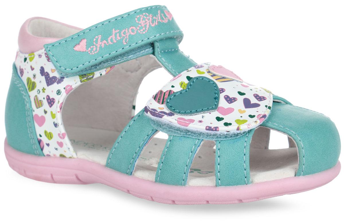 20-210A/12Прелестные сандалии от Indigo Kids придутся по душе вашей девочке и идеально подойдут для повседневной носки в летнюю погоду! Модель выполнена из искусственной кожи и оформлена принтом в виде сердечек, на переднем ремешке - нашивками в виде двух сердечек, на верхнем ремешке - вышитым названием бренда. Ремешки с застежками-липучками обеспечивают надежную фиксацию модели на ноге. Внутренняя поверхность и стелька из натуральной кожи комфортны при ходьбе. Стелька оснащена супинатором, который обеспечивает правильное положение стопы ребенка при ходьбе и предотвращает плоскостопие. Подошва с рифлением гарантирует отличное сцепление с любой поверхностью. Стильные сандалии - незаменимая вещь в гардеробе каждой девочки!