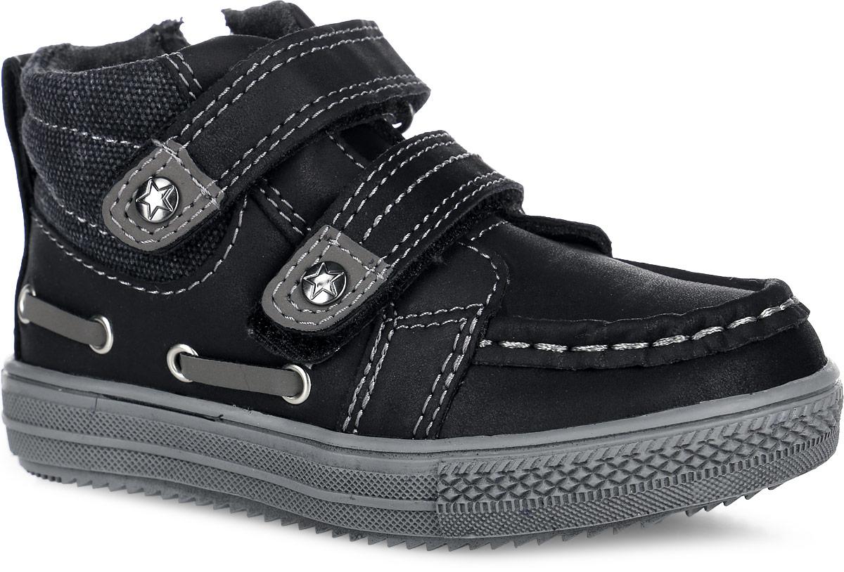 Ботинки для мальчика. 161204161204Модные ботинки от PlayToday заинтересуют вашего мальчика с первого взгляда. Модель, выполненная из искусственной кожи, оформлена внешними декоративными швами. Ремешки с застежками-липучками гарантируют надежную фиксацию модели на ноге. Боковая застежка-молния позволяет легко снимать и обувать модель. Ярлычок облегчает обувание модели. Внутренняя поверхность из текстиля и стелька EVA с текстильной поверхностью, комфортны при ходьбе. Рифление на подошве обеспечивает отличное сцепление с любыми поверхностями. Чудесные ботинки займут достойное место в гардеробе вашего мальчика.