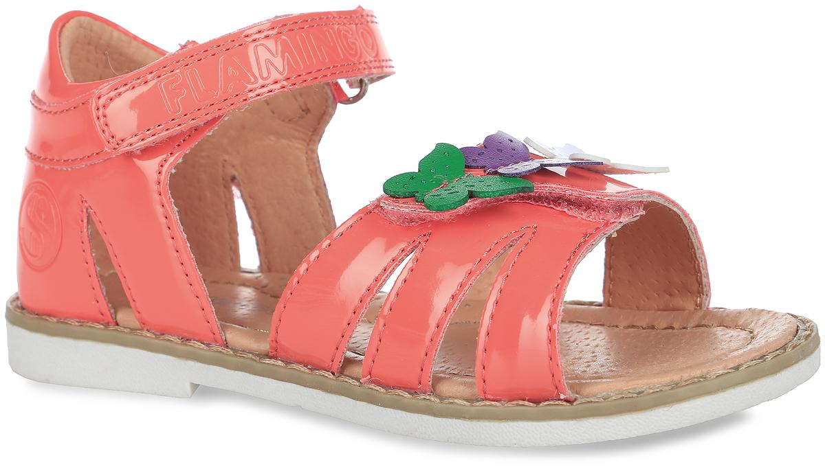 61-CS127Прелестные сандалии от Flamingo придутся по душе вашей юной моднице! Модель, изготовленная из искусственной лакированной кожи, оформлена символикой бренда и декоративными бабочками. Внутренняя поверхность из натуральной кожи не натирает. Ремешки с застежками-липучками прочно зафиксируют модель на ножке. Стелька из натуральной кожи оснащена супинатором, который обеспечивает правильное положение стопы ребенка при ходьбе и предотвращает плоскостопие. Подошва с рифлением обеспечивает идеальное сцепление с любыми поверхностями. Стильные сандалии - незаменимая вещь в гардеробе каждой девочки.
