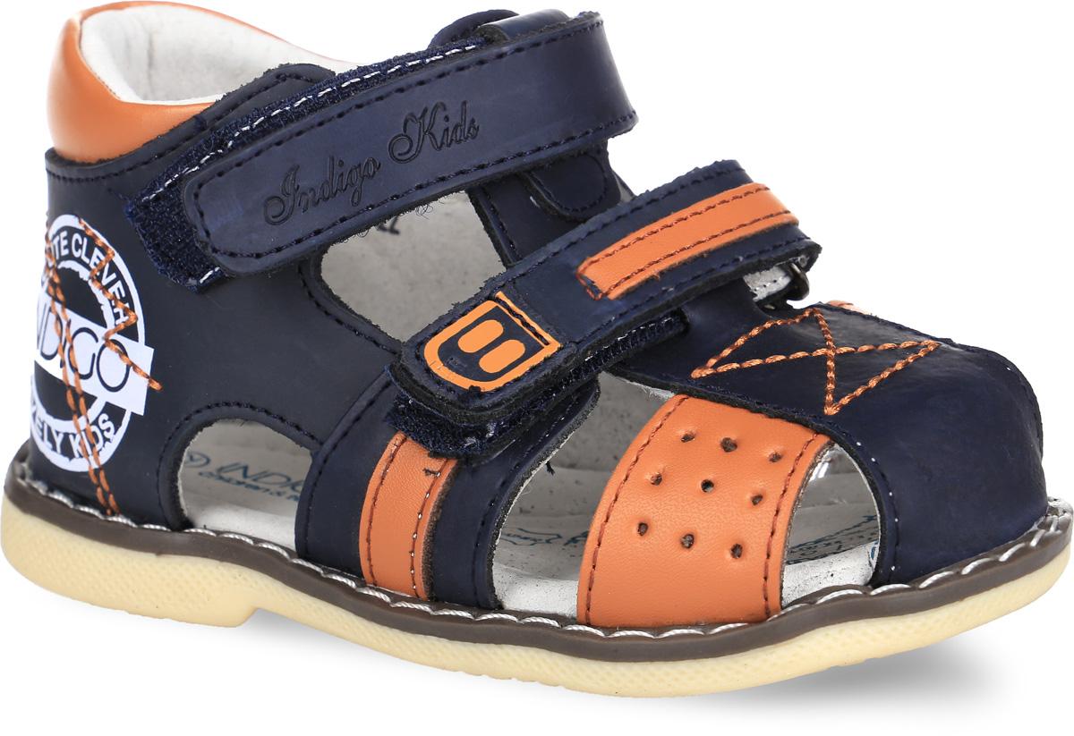 Сандалии для мальчика. 20-185C/1220-185A/12Стильные сандалии от Indigo Kids придутся по душе вашему малышу и идеально подойдут для повседневной носки в летнюю погоду! Модель, выполненная из натуральной кожи, оформлена символикой бренда и контрастными вставками. Ремешки с застежками-липучками прочно зафиксируют модель на ножке. Внутренняя поверхность выполнена из натуральной кожи, благодаря чему дарит комфорт. Стелька оснащена супинатором с перфорацией, который обеспечивает правильное положение стопы ребенка при движении и предотвращает плоскостопие. Подошва с рифлением гарантирует отличное сцепление с любой поверхностью. Практичные сандалии - незаменимая вещь в гардеробе малыша!