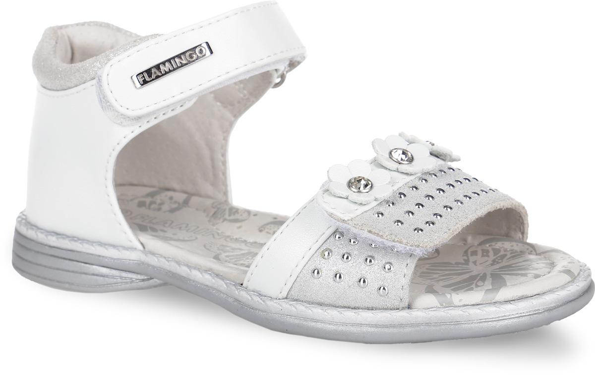 Сандалии61-QS123Стильные сандалии от Flamingo придутся по душе вашей моднице! Модель, выполненная из искусственной и натуральной кожи, оформлена металлической пластиной логотипа бренда на верхнем ремешке. Нижний ремешок украшает замшевая поверхность с кнопками и декоративными цветами, дополненными крупными стразами в сердцевине. Полужесткий закрытый задник и два ремешка на застежках-липучках отвечают за надежную фиксацию модели на ноге. Мягкая стелька с поверхностью из натуральной кожи дополнена супинатором с перфорацией, который гарантирует правильное положение ноги ребенка при ходьбе и предотвращает плоскостопие. Подошва с рифлением обеспечивает идеальное сцепление с любыми поверхностями. Удобные сандалии - необходимая вещь в гардеробе каждого ребенка.