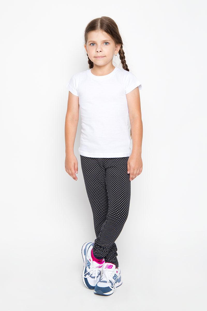 Брюки спортивныеPk-615/117-6351Удобные брюки для девочки Sela идеально подойдут вашей маленькой моднице. Изготовленные из эластичного хлопка, они мягкие и приятные на ощупь, не сковывают движения, сохраняют тепло и позволяют коже дышать, обеспечивая наибольший комфорт. Прямые брюки имеют широкую мягкую резинку на поясе, благодаря чему не сдавливают живот ребенка и не сползают. Наружная сторона изделия гладкая, а внутренняя имеет начес. Такие брюки подойдут как для повседневной носки, так и для активных игр и занятия спортом. Практичные и стильные брюки идеально подойдут вашей малышке, а модная расцветка и высококачественный материал позволят ей комфортно чувствовать себя в течение дня!