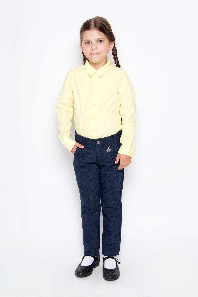 P-615/489-6311Удобные брюки для девочки Sela идеально подойдут вашей маленькой моднице. Изготовленные из высококачественного комбинированного материала, они мягкие и приятные на ощупь, не сковывают движения, сохраняют тепло, обеспечивая наибольший комфорт. Прямые брюки застегиваются на ширинку на застежке-молнии и пуговицу на поясе, имеются шлевки для ремня. Спереди расположены два втачных кармана. С внутренней стороны пояс регулируется эластичной резинкой с пуговицами. Изделие украшено небольшим несъемным брелоком в виде короны со стразом. Практичные и стильные брюки идеально подойдут вашей малышке, а модная расцветка и высококачественный материал позволят ей комфортно чувствовать себя в течение дня!