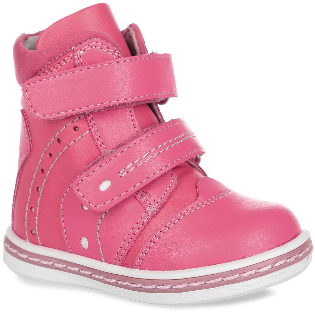 Ботинки для девочки. 368220368220Чудесные ботинки от PlayToday очаруют вашу девочку с первого взгляда. Модель, выполненная из искусственной кожи, оформлена контрастной прострочкой и декоративной перфорацией. Ремешки с застежками-липучками надежно зафиксируют модель на ноге. Внутренняя поверхность из натуральной кожи и шерсти с добавлением полиэстера не даст ногам замерзнуть. Стелька из материала ЭВА с поверхность из шерсти с добавлением полиэстера дополнена супинатором, который обеспечивает правильное положение стопы ребенка при ходьбе и предотвращает плоскостопие. Подошва с рифлением обеспечивает сцепление с любой поверхностью. В таких ботинках ножкам вашей дочурки всегда будет комфортно и уютно!