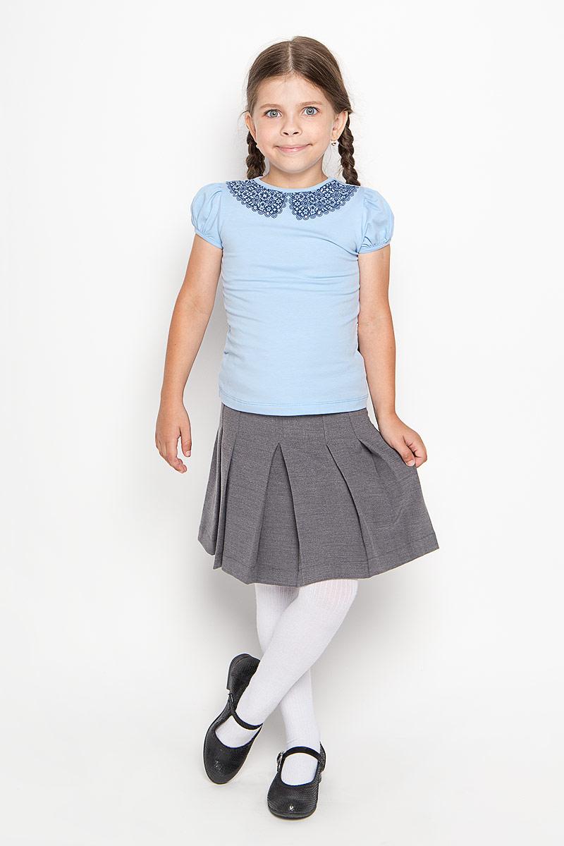 Футболка для девочки. CJR26002A/CJR26002BCJR26002A-10/CJR26002B-10Удобная и практичная футболка для девочки Nota Bene идеально подойдет вашей малышке. Изготовленная из эластичного хлопка, она невероятно мягкая и приятная на ощупь, великолепно тянется и превосходно пропускает воздух, благодаря чему отлично подойдет для активных игр и повседневной носки. Футболка с короткими рукавами-фонариками и круглым вырезом горловины украшена спереди оригинальным орнаментом по вырезу горловины и декорирована стразами. Оригинальный современный дизайн и модная расцветка делают эту футболку модным и стильным предметом детского гардероба. В ней ваша маленькая модница будет чувствовать себя уютно и комфортно и всегда будет в центре внимания!