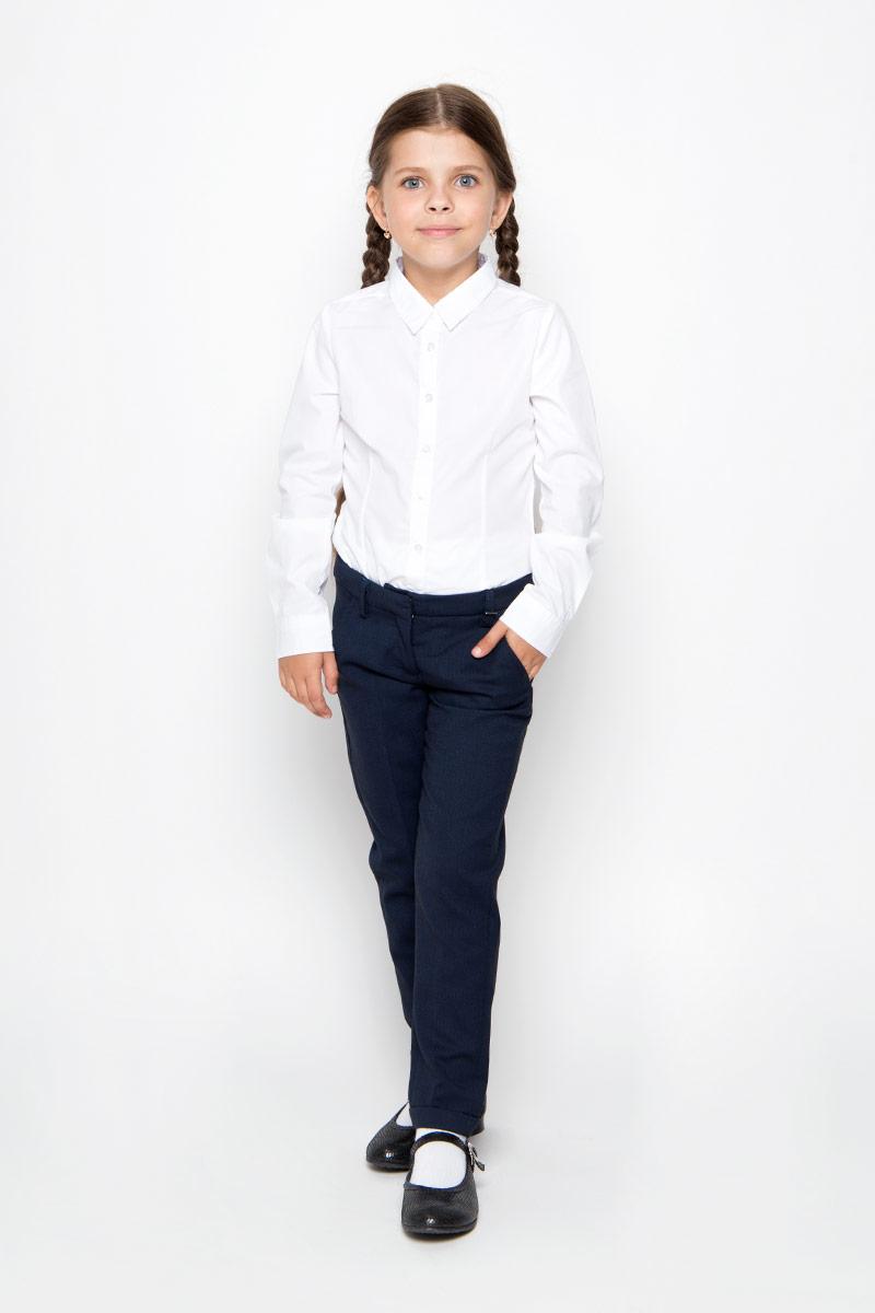 21502GSC6302Удобные брюки для девочки Gulliver идеально подойдут вашей маленькой моднице. Изготовленные из высококачественного комбинированного материала, они мягкие и приятные на ощупь, не сковывают движения, сохраняют тепло и позволяют коже дышать, обеспечивая наибольший комфорт. Подкладка брюк выполнена из полиэстера. Прямые брюки застегиваются на ширинку на застежке-молнии и пуговицу и крючок на поясе, имеются шлевки для ремня. С внутренней стороны пояс регулируется эластичной резинкой с пуговицами. Модель дополнена двумя втачными карманами спереди и двумя втачными карманами сзади. Брюки оформлены декоративными отворотами. Практичные и стильные брюки идеально подойдут вашей дочурке, а модная расцветка и высококачественный материал позволят ей комфортно чувствовать себя в течение дня!