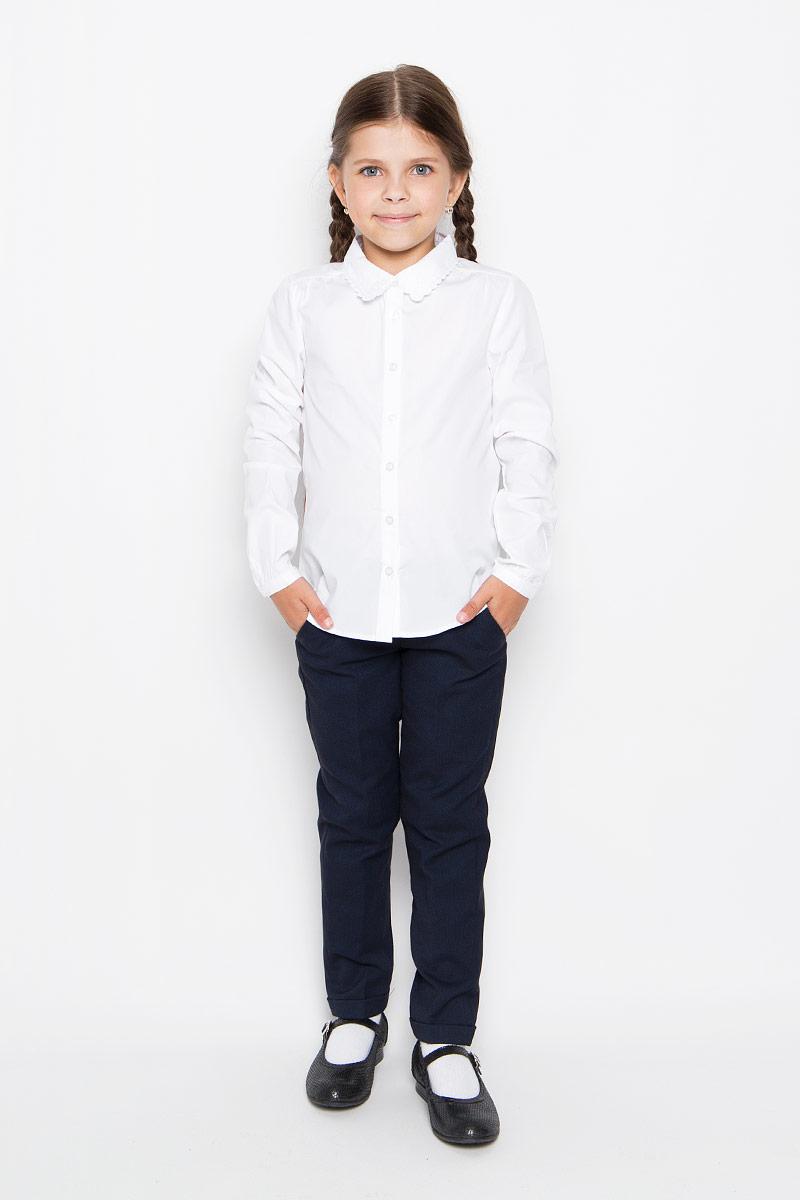 БлузкаB-612/014-6311Стильная блузка для девочки Sela идеально подойдет вашей дочурке. Изготовленная из натурального хлопка, она мягкая и приятная на ощупь, не сковывает движения и позволяет коже дышать, обеспечивая наибольший комфорт. Блузка с длинными рукавами и отложным воротничком с ажурным краем застегивается на пластиковые пуговицы по всей длине. Рукава дополнены узкими манжетами на пуговицах. Модель украшена изящной вышивкой на воротнике. Современный дизайн и расцветка делают эту блузку стильным предметом детского гардероба. Модель можно носить как с джинсами, так и с классическими брюками.
