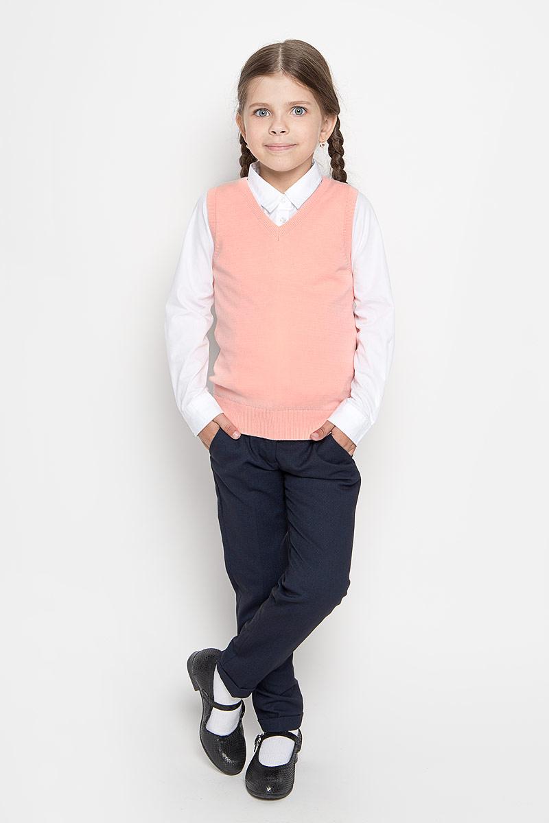 ЖилетVsw-614/027-6311Жилет для девочки Sela способен красиво завершить любой школьный комплект и придать ему разнообразие. Изготовленный из мягкого хлопка, он приятный на ощупь, не сковывает движения и хорошо пропускает воздух, обеспечивая ребенку комфорт. Жилет с V-образным вырезом горловины имеет полуприлегающий силуэт. Вырез горловины, проймы и низ изделия связаны резинкой, что предотвращает деформацию при носке. Являясь важным атрибутом школьной моды, уютный вязаный жилет создаст ребенку тепло и комфорт.