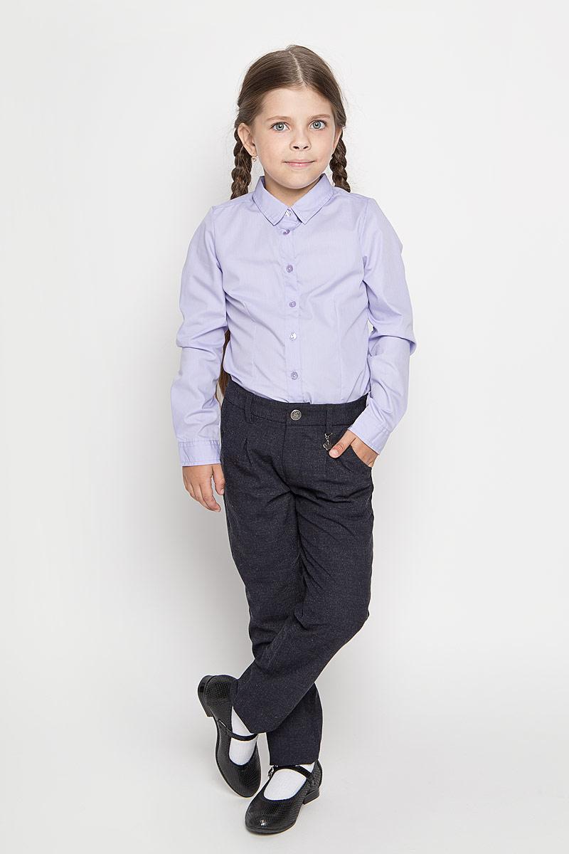 БрюкиP-615/489-6311Удобные брюки для девочки Sela идеально подойдут вашей маленькой моднице. Изготовленные из высококачественного комбинированного материала, они мягкие и приятные на ощупь, не сковывают движения, сохраняют тепло, обеспечивая наибольший комфорт. Прямые брюки застегиваются на ширинку на застежке-молнии и пуговицу на поясе, имеются шлевки для ремня. Спереди расположены два втачных кармана. С внутренней стороны пояс регулируется эластичной резинкой с пуговицами. Изделие украшено небольшим несъемным брелоком в виде короны со стразом. Практичные и стильные брюки идеально подойдут вашей малышке, а модная расцветка и высококачественный материал позволят ей комфортно чувствовать себя в течение дня!