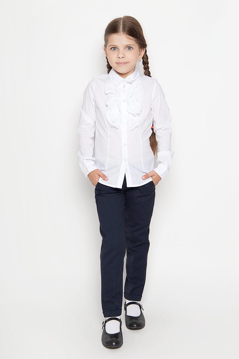 Блузка для девочки. B-612/231-6311B-612/231-6311Стильная блузка для девочки Sela идеально подойдет вашей дочурке. Изготовленная из эластичного хлопка с добавлением нейлона, она мягкая и приятная на ощупь, не сковывает движения и позволяет коже дышать, обеспечивая наибольший комфорт. Блузка с длинными рукавами и отложным воротничком застегивается на пластиковые пуговицы по всей длине. Рукава дополнены манжетами на пуговицах. Модель украшена воланами на груди. Современный дизайн и расцветка делают эту блузку стильным предметом детского гардероба. Модель можно носить как с джинсами, так и с классическими брюками.