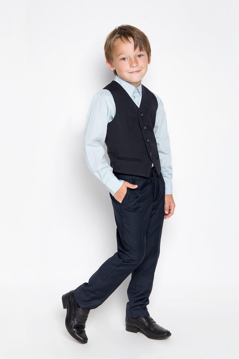 Жилет64178_OLB,вариант 1Жилет для мальчика Orby School способен красиво завершить любой школьный комплект и придать ему разнообразие. Изготовленный из эластичного полиэстера с добавлением вискозы, он приятный на ощупь, не сковывает движения и хорошо пропускает воздух, обеспечивая ребенку комфорт. Подкладка жилета выполнена из натурального хлопка. Жилет с V-образным вырезом горловины застегивается на пуговицы спереди. Изделие оформлено имитацией карманов спереди, на спинке расположен хлястик с металлической пряжкой, позволяющий регулировать ширину спинки. Являясь важным атрибутом школьной моды, жилет станет великолепным дополнением к гардеробу вашего ребенка. Благодаря классическому фасону, такой жилет будет прекрасно сочетаться с любыми нарядами.
