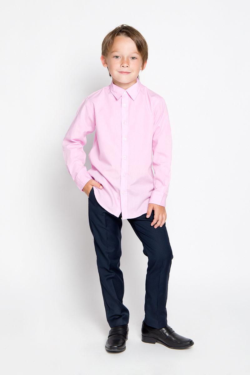 H-812/185-6311Стильная рубашка для мальчика Sela идеально подойдет вашему ребенку. Изготовленная из полиэстера с добавлением хлопка, она мягкая и приятная на ощупь, обладает высокой износостойкостью, не сковывает движения и позволяет коже дышать, обеспечивая наибольший комфорт. Рубашка с длинными рукавами и отложным воротничком застегивается на пластиковые пуговицы по всей длине. Манжеты рукавов также застегиваются на пуговицы. Классическая однотонная рубашка будет превосходно сочетаться как с джинсами, так и с классическими брюками. Современный дизайн и расцветка делают эту рубашку стильным предметом детского гардероба.