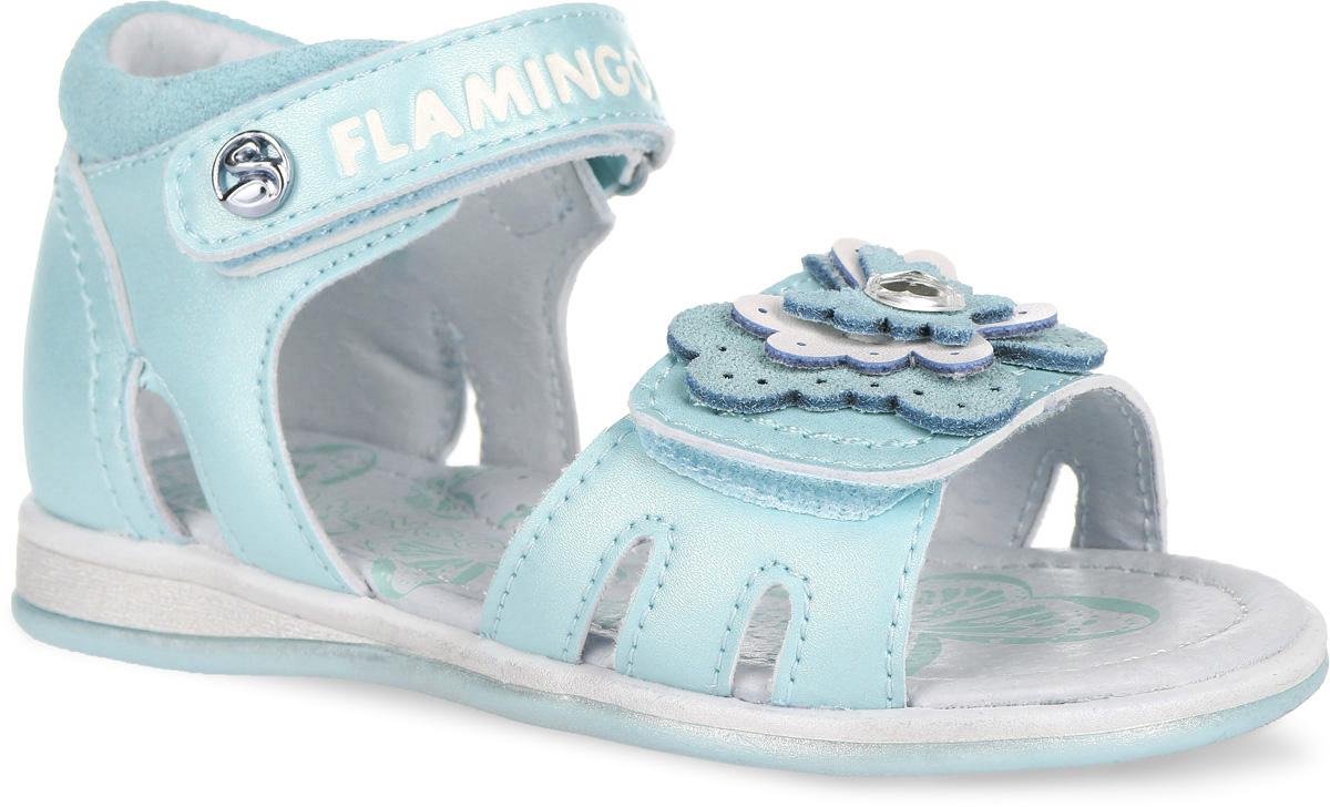Сандалии61-QS116Чудесные сандалии от Flamingo придутся по душе вашей девочке. Модель выполнена из искусственной и натуральной кожи. Стелька дополнена небольшим супинатором, который обеспечивает правильное положение ноги ребенка при ходьбе, предотвращает плоскостопие. Полужесткий закрытый задник и ремешки с застежками- липучками прочно закрепят модель на ножке. Верхний ремешок оформлен названием бренда и декоративной кнопкой, нижний - аппликацией в виде бабочки со стразой. Подошва оснащена рифлением для лучшего сцепления с различными поверхностями. Практичные и стильные сандалии займут достойное место в гардеробе вашей малышки.