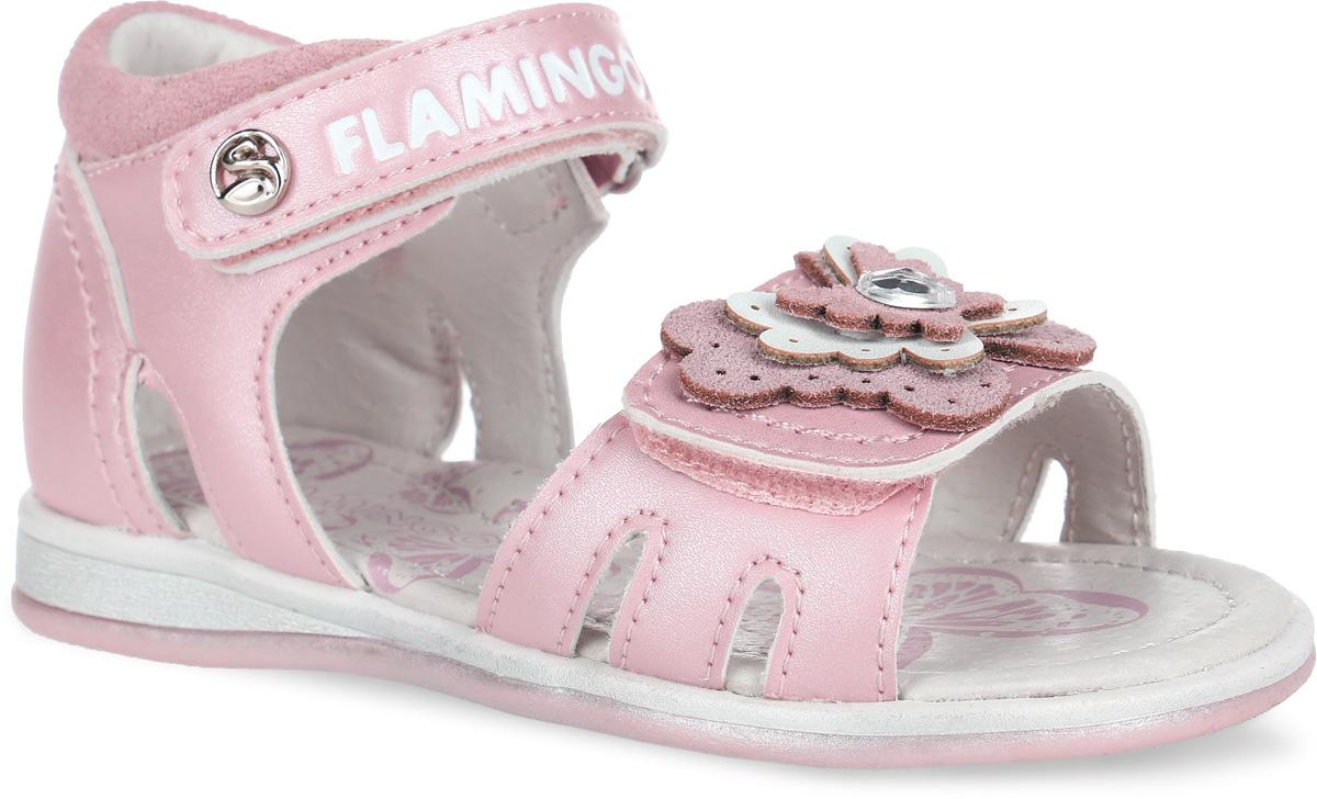 Сандалии для девочки. 61-QS117/61-QS11661-QS116Чудесные сандалии от Flamingo придутся по душе вашей девочке. Модель выполнена из искусственной и натуральной кожи. Стелька дополнена небольшим супинатором, который обеспечивает правильное положение ноги ребенка при ходьбе, предотвращает плоскостопие. Полужесткий закрытый задник и ремешки с застежками- липучками прочно закрепят модель на ножке. Верхний ремешок оформлен названием бренда и декоративной кнопкой, нижний - аппликацией в виде бабочки со стразой. Подошва оснащена рифлением для лучшего сцепления с различными поверхностями. Практичные и стильные сандалии займут достойное место в гардеробе вашей малышки.