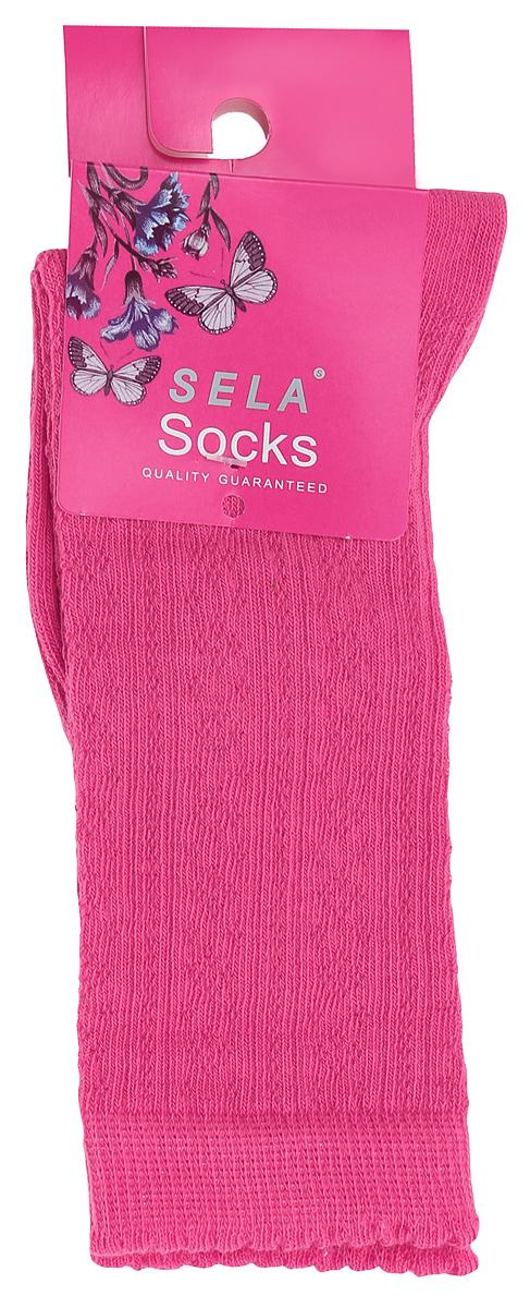 SOb-4/020-6302Детские носки Sela, изготовленные из высококачественного материала, очень мягкие и приятные на ощупь, позволяют коже дышать. Эластичная резинка мягко облегает ногу, не сдавливая ее, обеспечивая комфорт и удобство. Носки с удлиненным паголенком оформлены своеобразным принтом в виде узоров. Удобные и комфортные носочки великолепно подойдут к любой детской обуви.
