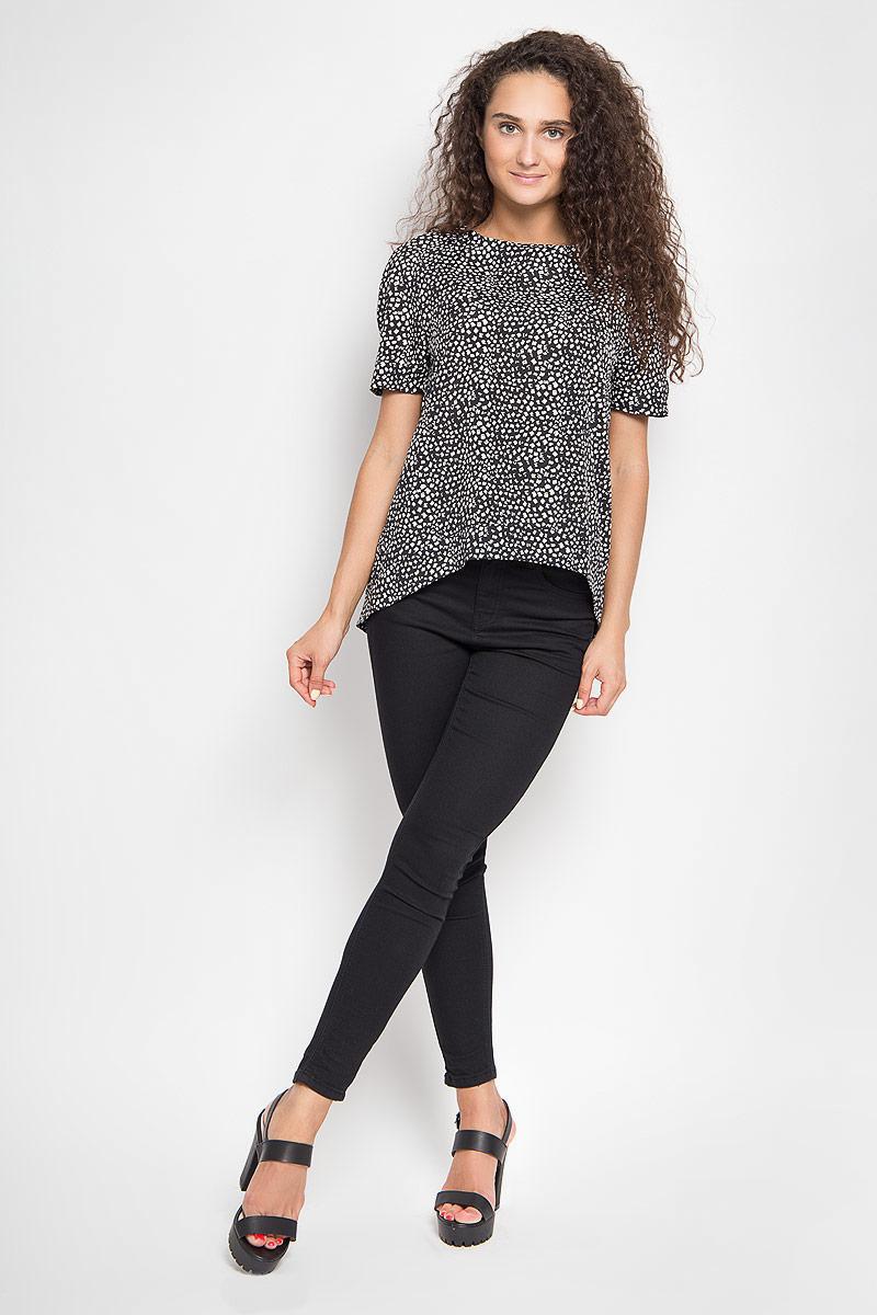 1202341_2Стильная блузка Ruxara, выполненная из микрофибры, поможет создать отличный современный образ в стиле Casual. Модель свободного покроя с круглым вырезом горловины и короткими рукавами-реглан. Спинка изделия немного удлинена. Блуза оформлена оригинальным принтом. Такая блузка поможет создать яркий и привлекательный образ, в ней вам будет удобно и комфортно.
