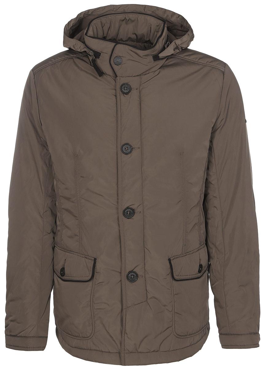 Куртка мужская. A16-21002A16-21002_131Стильная мужская куртка Finn Flare превосходно подойдет для прохладных дней. Куртка выполнена из полиэстера, она отлично защищает от дождя, снега и ветра, а наполнитель из синтепона превосходно сохраняет тепло. Модель с длинными рукавами и воротником-стойкой застегивается на застежку-молнию и имеет ветрозащитный клапан на пуговицах. Воротник застегивается на кнопку. Куртка имеет несъемный капюшон, складывающийся в специальный карман на застежке-молнии на воротнике. Объем капюшона регулируется при помощи шнурка-кулиски со стопперами. Изделие дополнено двумя накладными карманами на клапанах с пуговицами, а также внутренним карманом на застежке-молнии и двумя внутренними карманами на пуговицах. Рукава дополнены манжетами на кнопках. По низу куртка дополнена разрезами на кнопках. Эта модная и в то же время комфортная куртка согреет вас в холодное время года и отлично подойдет как для прогулок, так и для активного отдыха.