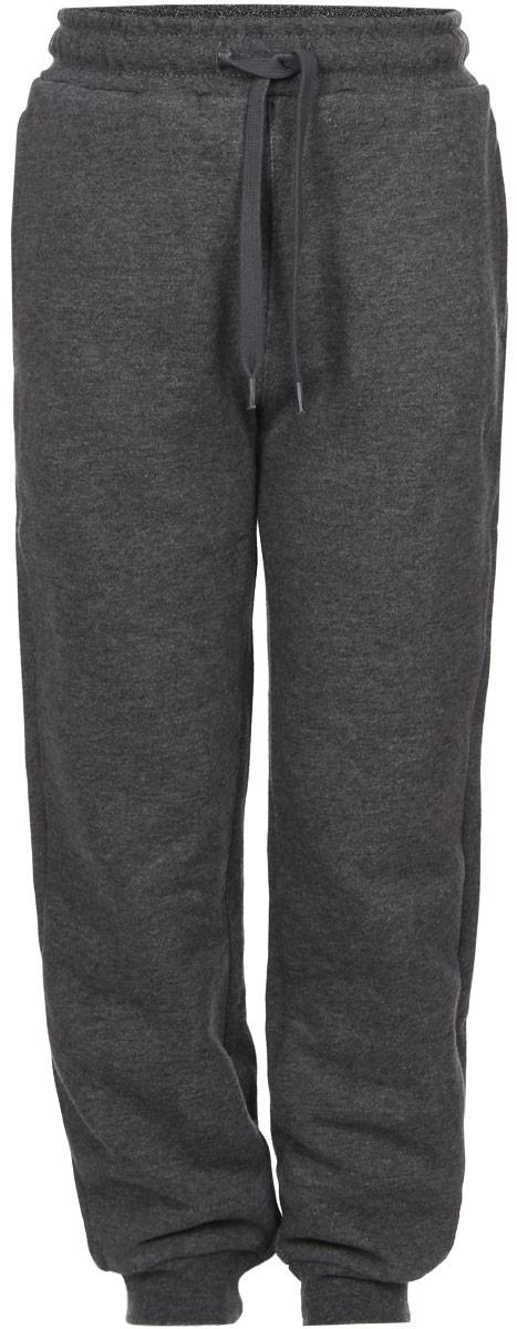 Брюки спортивныеPk-715/773-6332Утепленные спортивные брюки для мальчика Sela идеально подойдут для отдыха и прогулок. Изготовленные из хлопка с добавлением полиэстера, они приятные на ощупь, не сковывают движения ребенка и позволяют коже дышать, обеспечивая наибольший комфорт. Изнаночная сторона с мягким теплым начесом. Брюки на талии имеют широкую трикотажную резинку с внутренним затягивающимся шнурком, что обеспечивает удобную посадку изделия на фигуре. Спереди расположены два прорезных кармана. Низ брючин дополнен широкими трикотажными манжетами. Дизайн, крой и расцветка делают эти брюки удобным и практичным предметом детской одежды. И дома, и на прогулке ребенку в них будет уютно и комфортно!