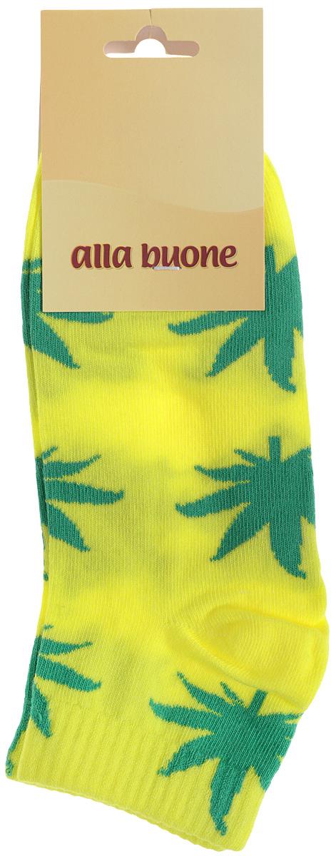 030CDУдобные носки Alla Buone, изготовленные из высококачественного комбинированного материала, очень мягкие и приятные на ощупь, позволяют коже дышать. Эластичная резинка плотно облегает ногу, не сдавливая ее, обеспечивая комфорт и удобство. Носки с укороченным паголенком оформлены контрастным принтом в виде листьев. Практичные и комфортные носки великолепно подойдут к любой вашей обуви.