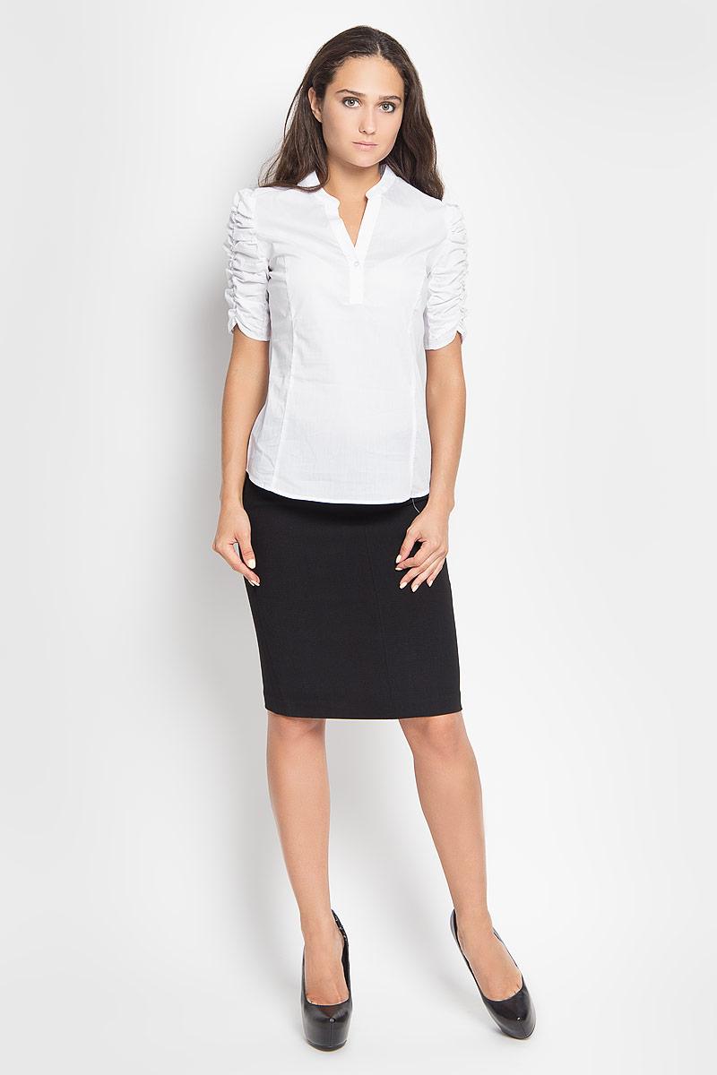 БлузкаB-112/1048-6321Стильная женская блузка Sela Casual, выполненная из хлопка с добавлением нейлона и эластана, подчеркнет ваш уникальный стиль и поможет создать оригинальный женственный образ. Модель с V-образным вырезом горловины и рукавами длинной до локтя. Спереди изделие застегивается на две пуговицы. Рукава блузы дополнены сборками. Легкая блуза идеально подойдет для жарких летних дней. Она будет дарить вам комфорт в течение всего дня и послужит замечательным дополнением к вашему гардеробу.