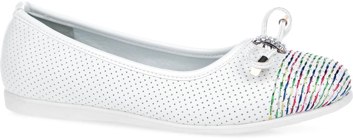 10316-2Очаровательные балетки от Зебра придутся по душе вашей юной моднице! Модель изготовлена из искусственной кожи и украшена на мыске бантиком со стразами. Уплотненный задник предназначен для лучшей фиксации обуви на ноге. Подкладка, выполненная из натуральной кожи, обеспечивает дополнительный комфорт и предотвращает натирание. Анатомическая стелька из ЭВА материала с верхним покрытием из натуральной кожи дополнена супинатором, который обеспечивает правильное положение ноги ребенка при ходьбе. Подошва выполнена из термопластичной резины, устойчивой к истиранию и перепадам температур. Чудесные туфли займут достойное место в гардеробе вашего ребенка.