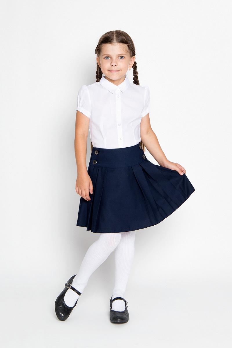 ЮбкаAW15GS153A-29Стильная юбка для девочки Nota Bene идеально подойдет для школы и повседневной носки. Изготовленная из высококачественного материала, она необычайно мягкая и приятная на ощупь, не сковывает движения малышки и позволяет коже дышать, не раздражает даже самую нежную и чувствительную кожу ребенка, обеспечивая ему наибольший комфорт. Юбка на широкой кокетке и с запахом застегивается на пуговицы. Крупные складки обеспечивают комфортный свободный силуэт. Классический фасон юбки традиционно является основой школьного гардероба девочки, создавая привычный образ скромной, серьезной, аккуратной ученицы. Такая юбка - незаменимая вещь для школьной формы, отлично сочетается с блузками и пиджаками.
