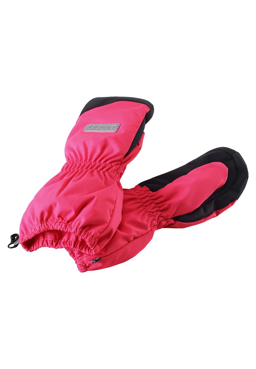 Варежки детские. 727690727690-3380Теплые варежки Reima идеально подойдут для прогулок в холодное время года. Изготовленные из непромокаемого материала, с подкладкой из полиэстера, они необычайно мягкие и приятные на ощупь, не сковывают движения и позволяют коже дышать, не раздражают нежную кожу ребенка, обеспечивая ему наибольший комфорт, хорошо сохраняют тепло. Варежки на теплой подкладке, дополнены длинными широкими манжетами, а также эластичной резинкой на запястье и по краю изделия. br> Оригинальный дизайн и модная расцветка делают эти варежки модным и стильным предметом детского гардероба. В них ваш ребенок будет чувствовать себя уютно и комфортно и всегда будет в центре внимания!