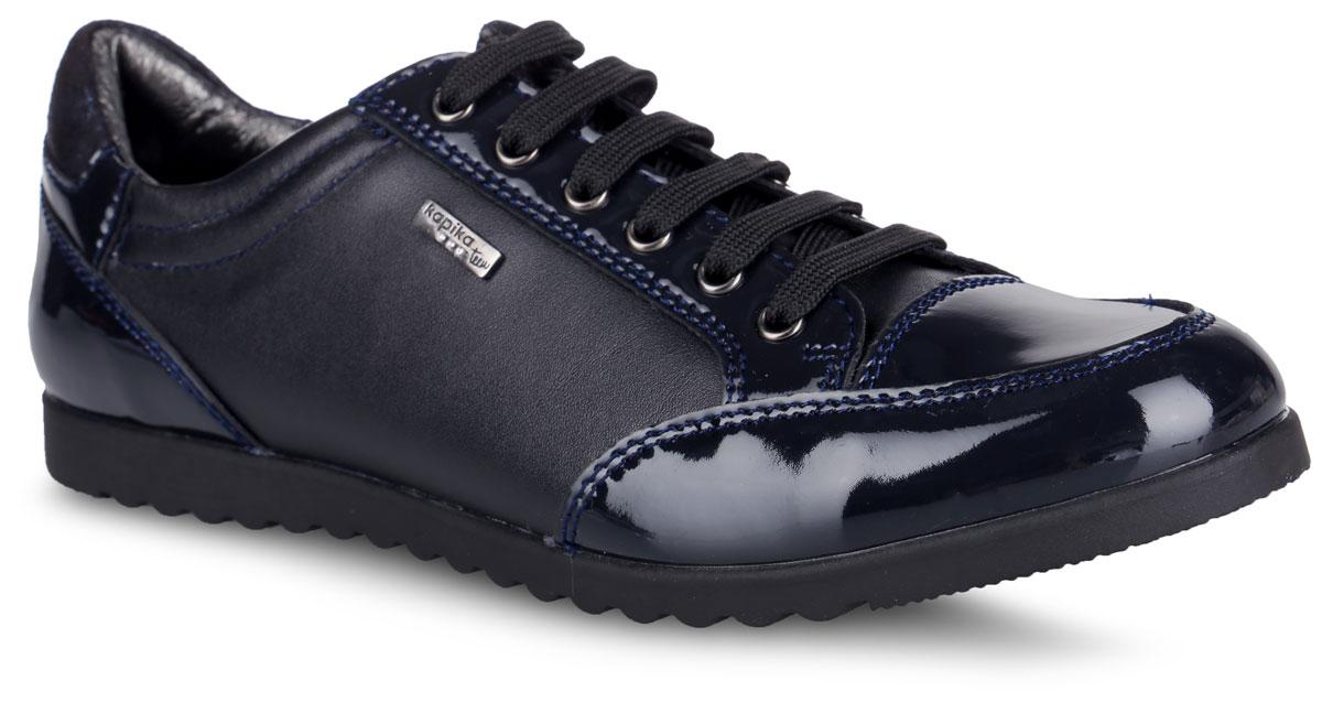 24431Роскошные полуботинки от Kapika придутся по душе вашей девочке! Модель выполнена из натуральной и искусственной кожи, оформлена металлической пластиной с гравировкой логотипа бренда и лаковыми вставками. Шнуровка обеспечивает надежную фиксацию обуви на ноге. Боковая застежка-молния позволяет легко обуваться. Подкладка и стелька из натуральной кожи комфортны при движении. Анатомическая антибактериальная стелька дополнена супинатором с перфорацией, который обеспечивает правильное положение ноги ребенка при ходьбе, предотвращает плоскостопие. Протектор на подошве обеспечивает отличное сцепление с любой поверхностью. Удобные полуботинки - незаменимая вещь в гардеробе каждого ребенка.
