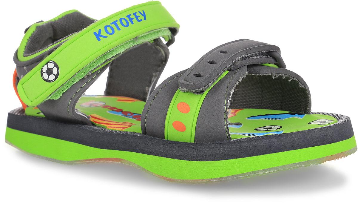 Сандалии для мальчика. 225011-11225011-11Оригинальные сандалии от Котофей не оставят равнодушным вашего мальчика! Модель, изготовлена из ЭВА-материала и текстиля. Ремешки с застежками-липучками, один из которых оформлен надписью с названием бренда, прочно закрепят модель на ножке и отрегулируют нужный объем. Подкладка выполнена из текстиля. Стелька и подошва выполнены из ЭВА-материала и оформлены оригинальным принтом с изображением футбольных мячей, футболок и бутс. Ярлычок на заднике облегчает обувание модели. Рифленая поверхность подошвы обеспечивает отличное сцепление с любой поверхностью. Практичные и стильные сандалии займут достойное место в гардеробе вашего мальчика.