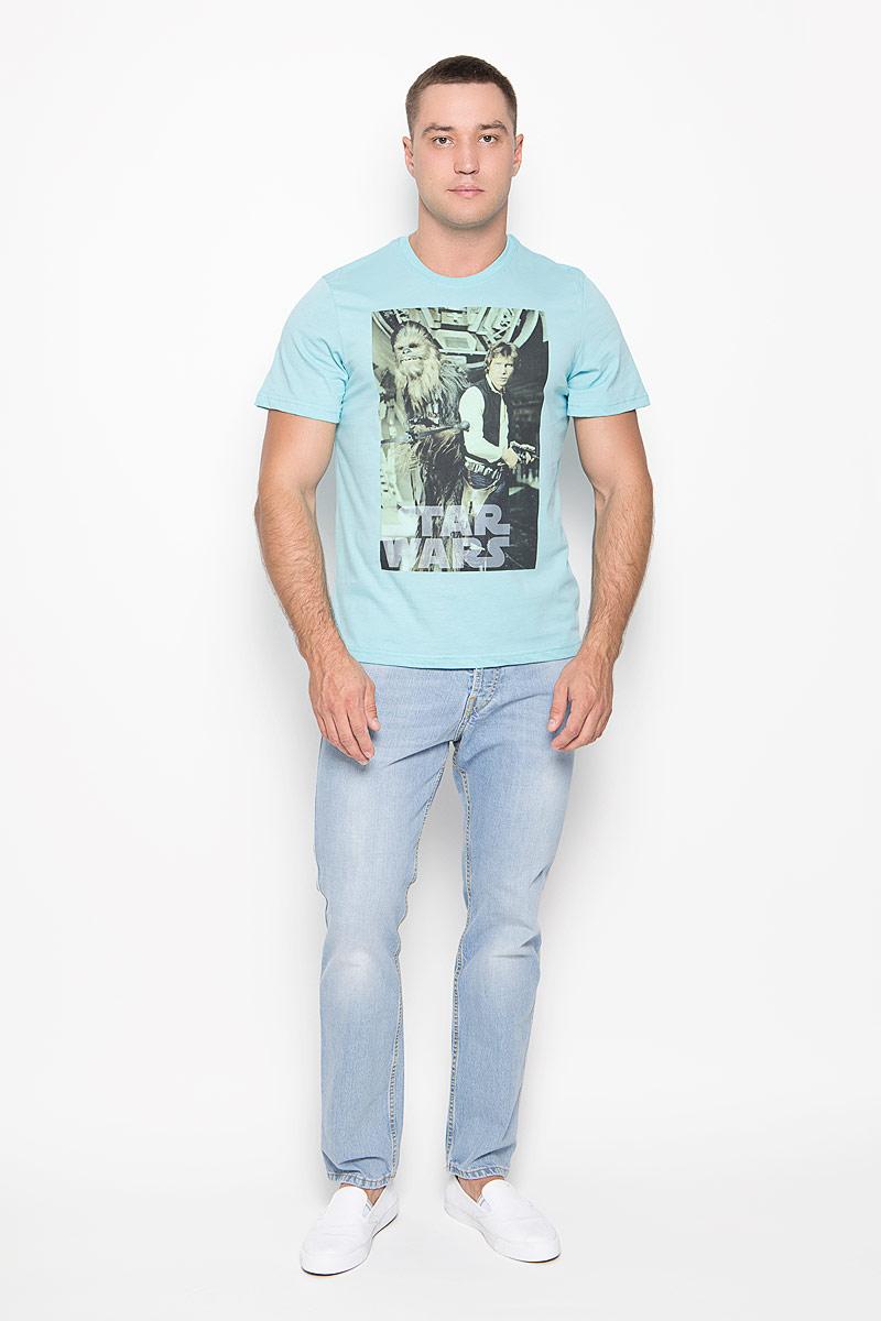 42962Оригинальная мужская футболка RHS Star Wars, выполненная из высококачественного хлопка, обладает высокой теплопроводностью, воздухопроницаемостью и гигроскопичностью, позволяет коже дышать. Модель с короткими рукавами и круглым вырезом горловины, оформлена принтом спереди на тему культовой фантастической саги Звездные войны. Горловина дополнена эластичной трикотажной резинкой. Идеальный вариант для тех, кто ценит комфорт и качество.