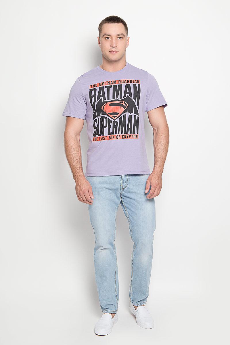 42919Оригинальная мужская футболка RHS Batman vs Superman, выполненная из высококачественного хлопка, обладает высокой теплопроводностью, воздухопроницаемостью и гигроскопичностью, позволяет коже дышать. Модель с короткими рукавами и круглым вырезом горловины, оформлена крупным принтом спереди на тематику Batman. Горловина дополнена эластичной трикотажной резинкой. Идеальный вариант для тех, кто ценит комфорт и качество.