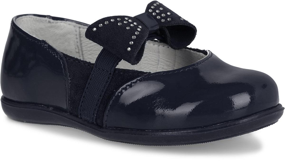 Туфли332055-21Прелестные туфли Котофей очаруют вашу девочку с первого взгляда! Модель выполнена из качественной лакированной натуральной кожи. Ремешок-резинка, декорированный замшевым бантиком со стразами, надежно зафиксирует ножку ребенка. Внутренняя поверхность, выполненная из натуральной кожи, обеспечит комфорт. Стелька из материала ЭВА с поверхностью из натуральной кожи дополнена небольшим супинатором с перфорацией, который обеспечивает правильное положение стопы ребенка при ходьбе и предотвращает плоскостопие. Рифленая поверхность подошвы обеспечивает отличное сцепление с любой поверхностью. Стильные туфли - незаменимая вещь в гардеробе каждой девочки!